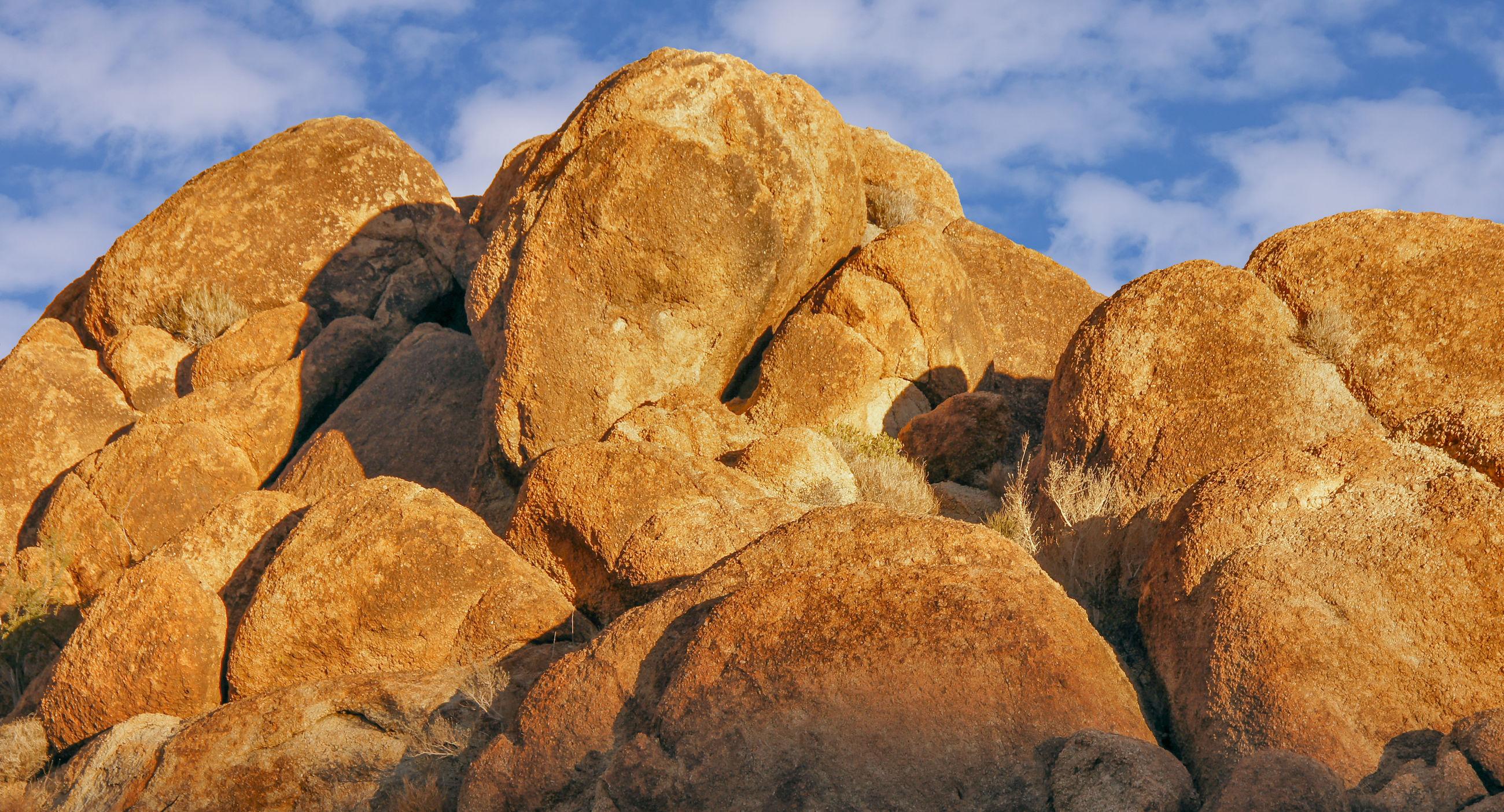 Jumbo rocks in late afternoon sunlight. joshua tree national park, california, usa.