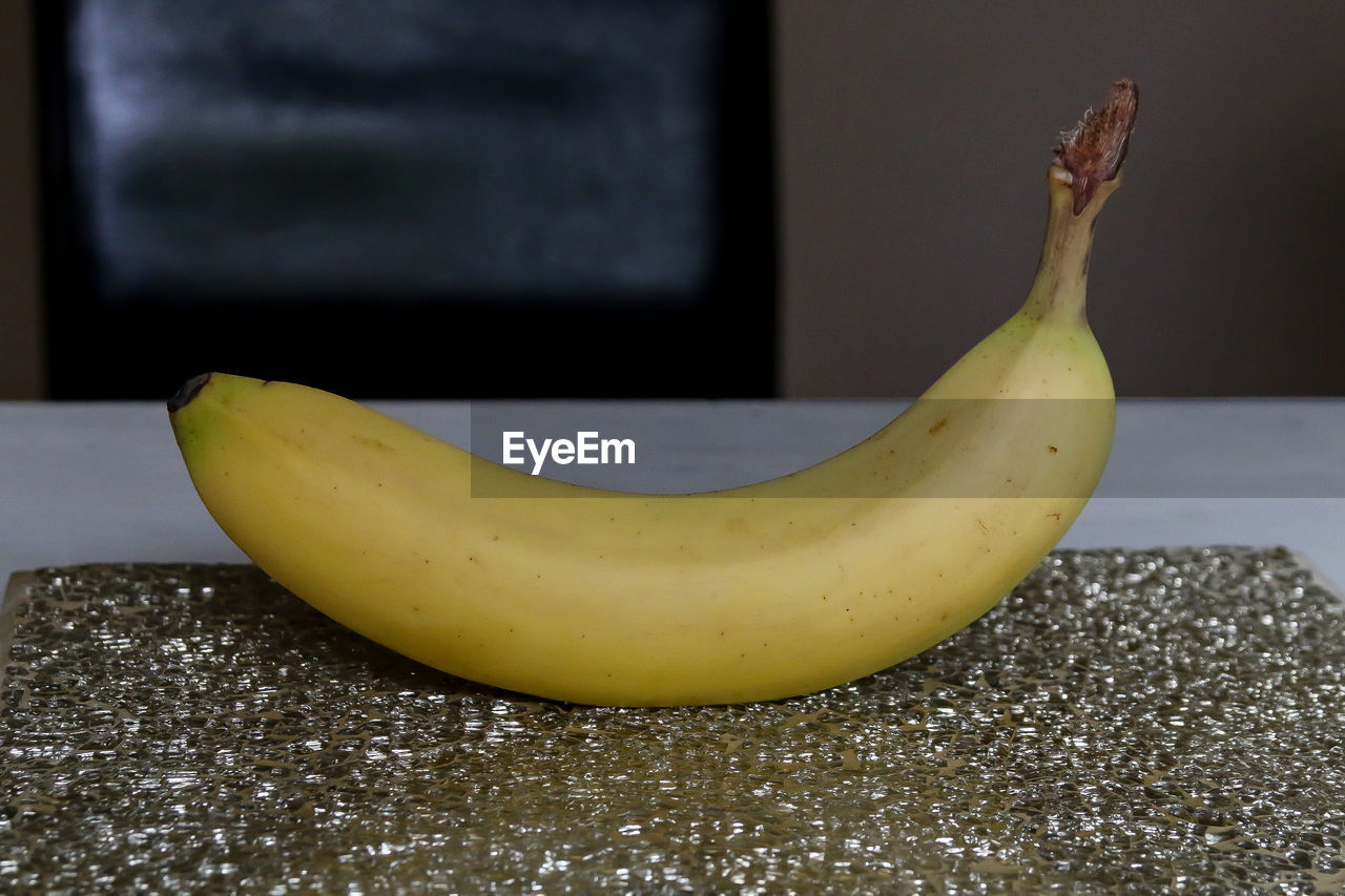 fruit, banana, healthy eating, food and drink, food, yellow, no people, ripe, freshness, indoors, banana peel, close-up, day