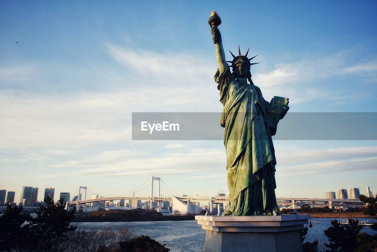 STATUE OF LIBERTY IN CITY