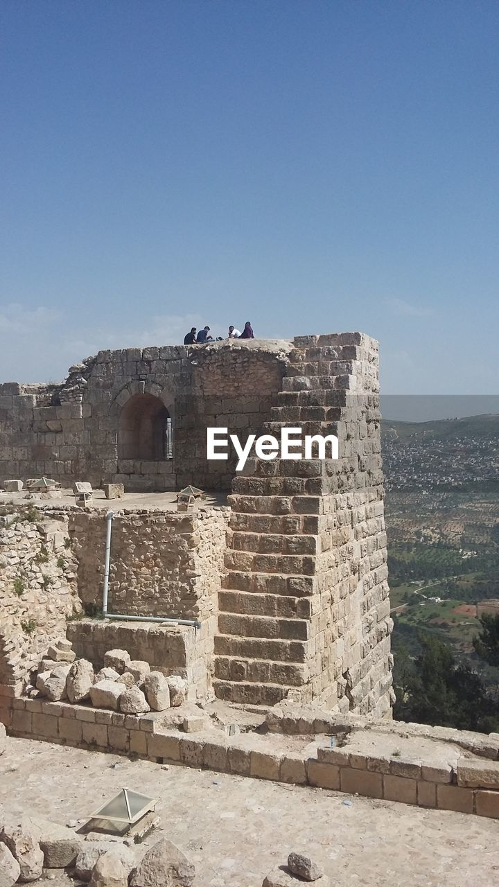 architecture, sky, history, built structure, the past, building exterior, day, nature, copy space, travel destinations, wall, old, fort, bird, tourism, clear sky, no people, ancient, travel, vertebrate, outdoors, stone wall, ancient civilization, deterioration