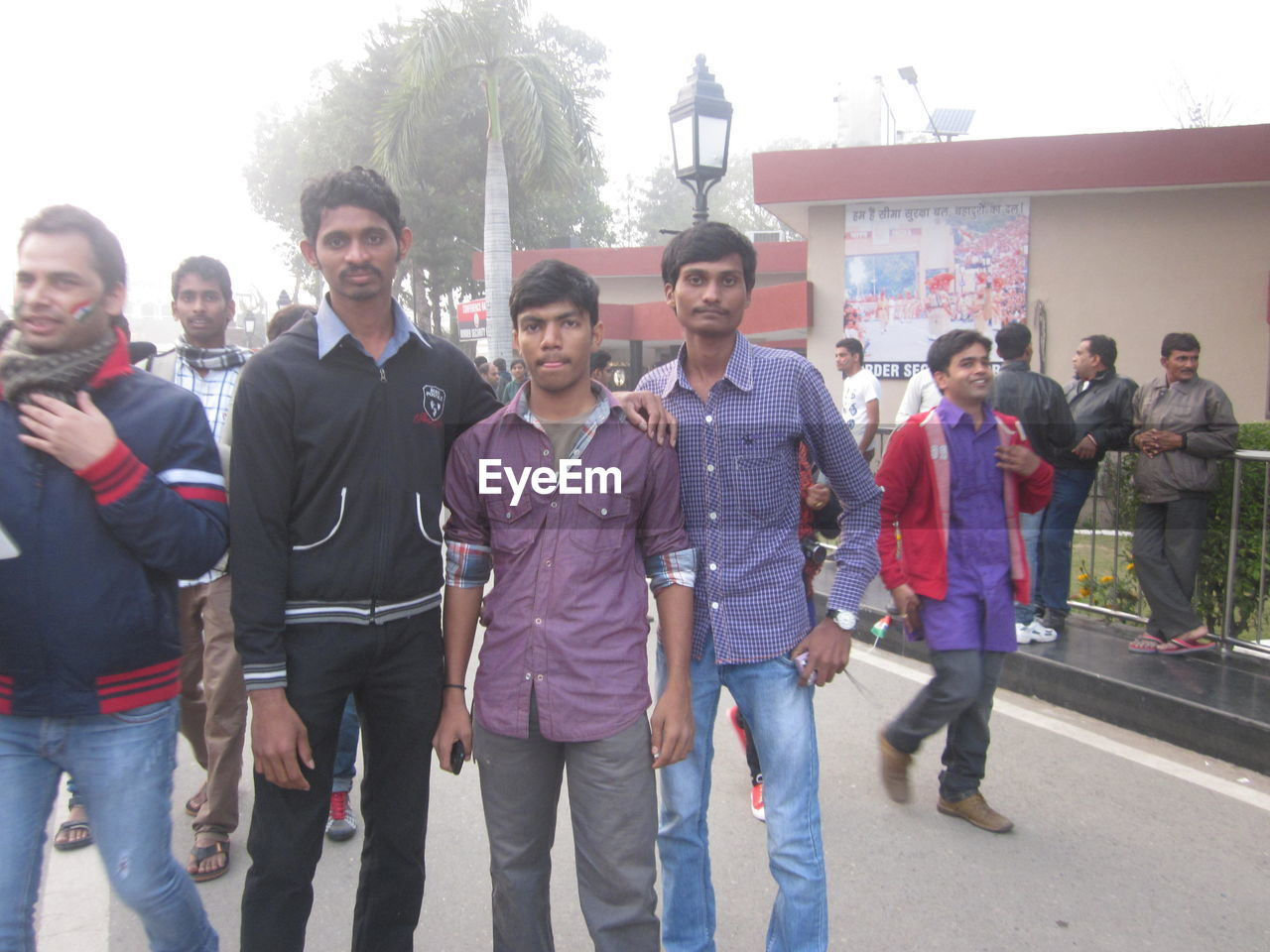 young men, young adult, togetherness, real people, large group of people, men, mid adult men, smiling, mid adult, young women, front view, day, looking at camera, outdoors, casual clothing, portrait, tree, friendship, lifestyles, women, standing, crowd, adult, people, adults only