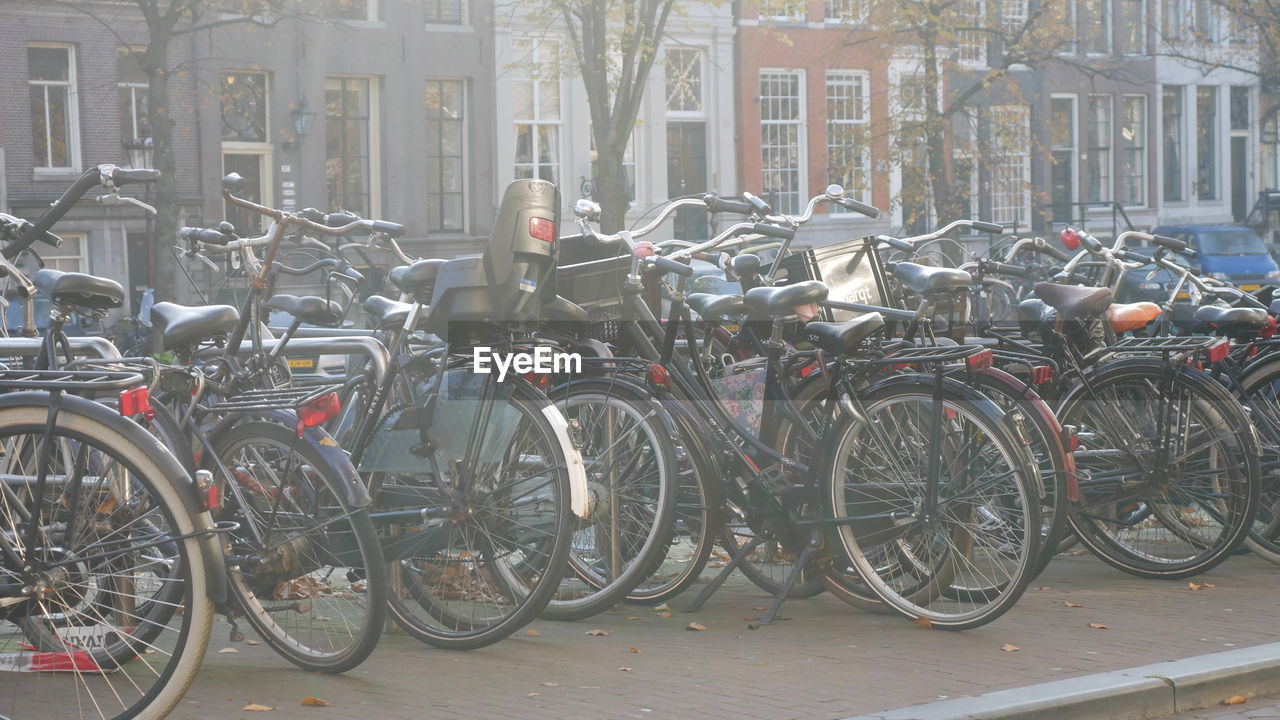 bicycle, transportation, stationary, mode of transport, land vehicle, bicycle rack, outdoors, building exterior, architecture, day, built structure, no people, city