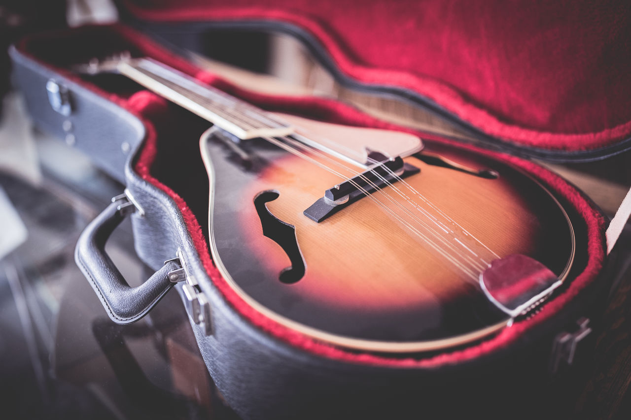 string instrument, music, string, musical instrument, musical equipment, arts culture and entertainment, guitar, musical instrument string, no people, close-up, indoors, selective focus, still life, focus on foreground, high angle view, wood - material, day, brown, violin, fretboard