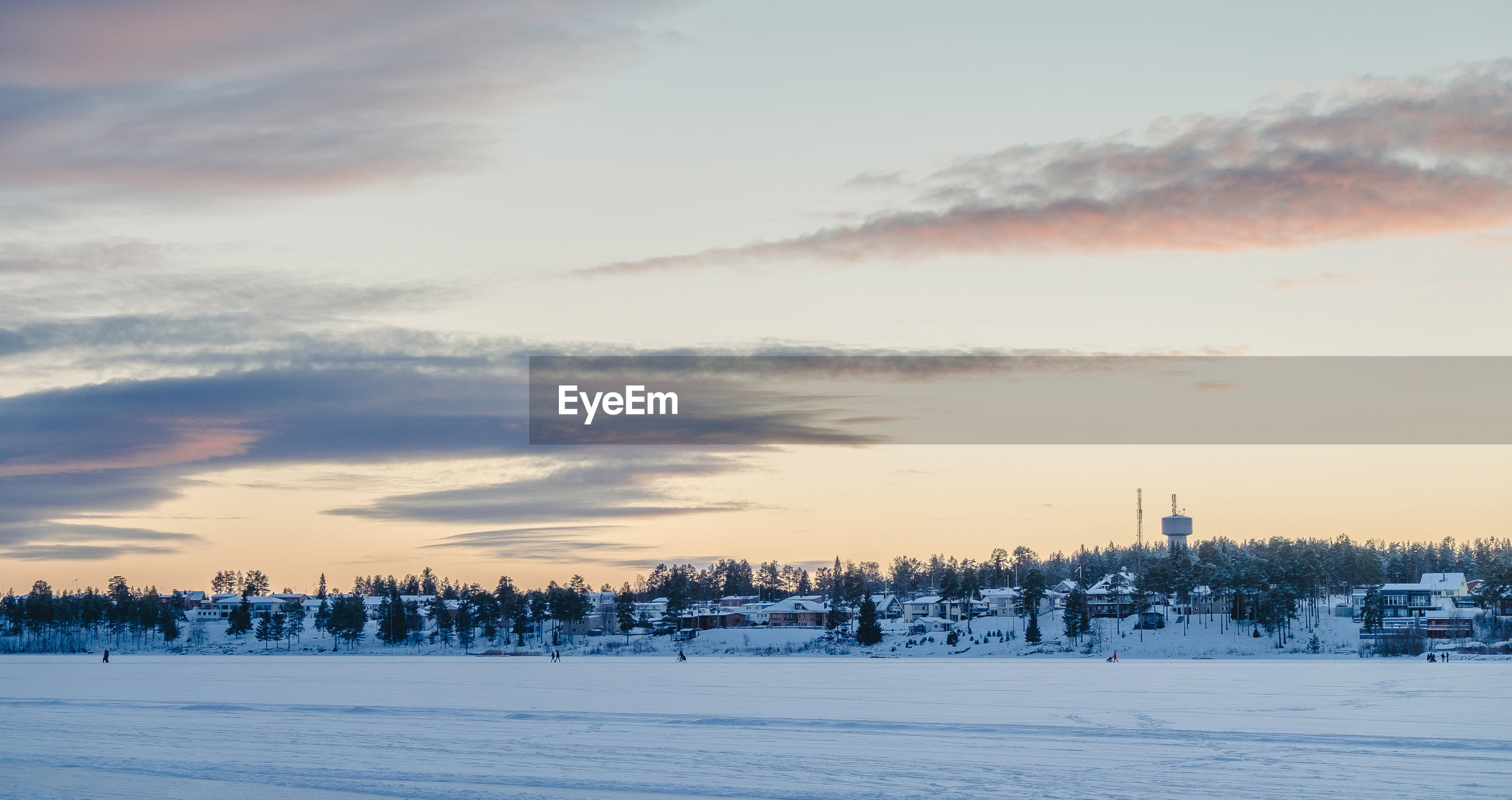 SCENIC VIEW OF SNOWY LANDSCAPE AGAINST SKY DURING SUNSET
