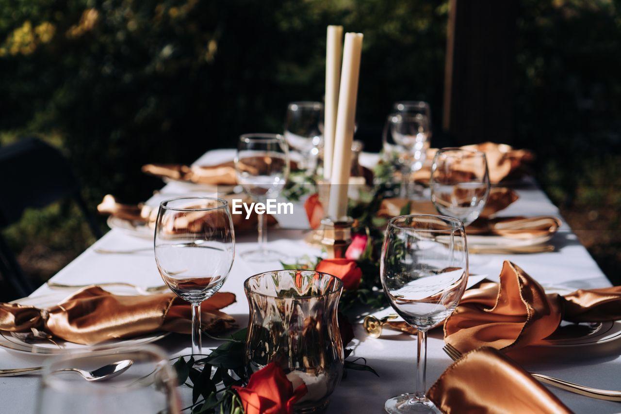 Elegant table setting and decor
