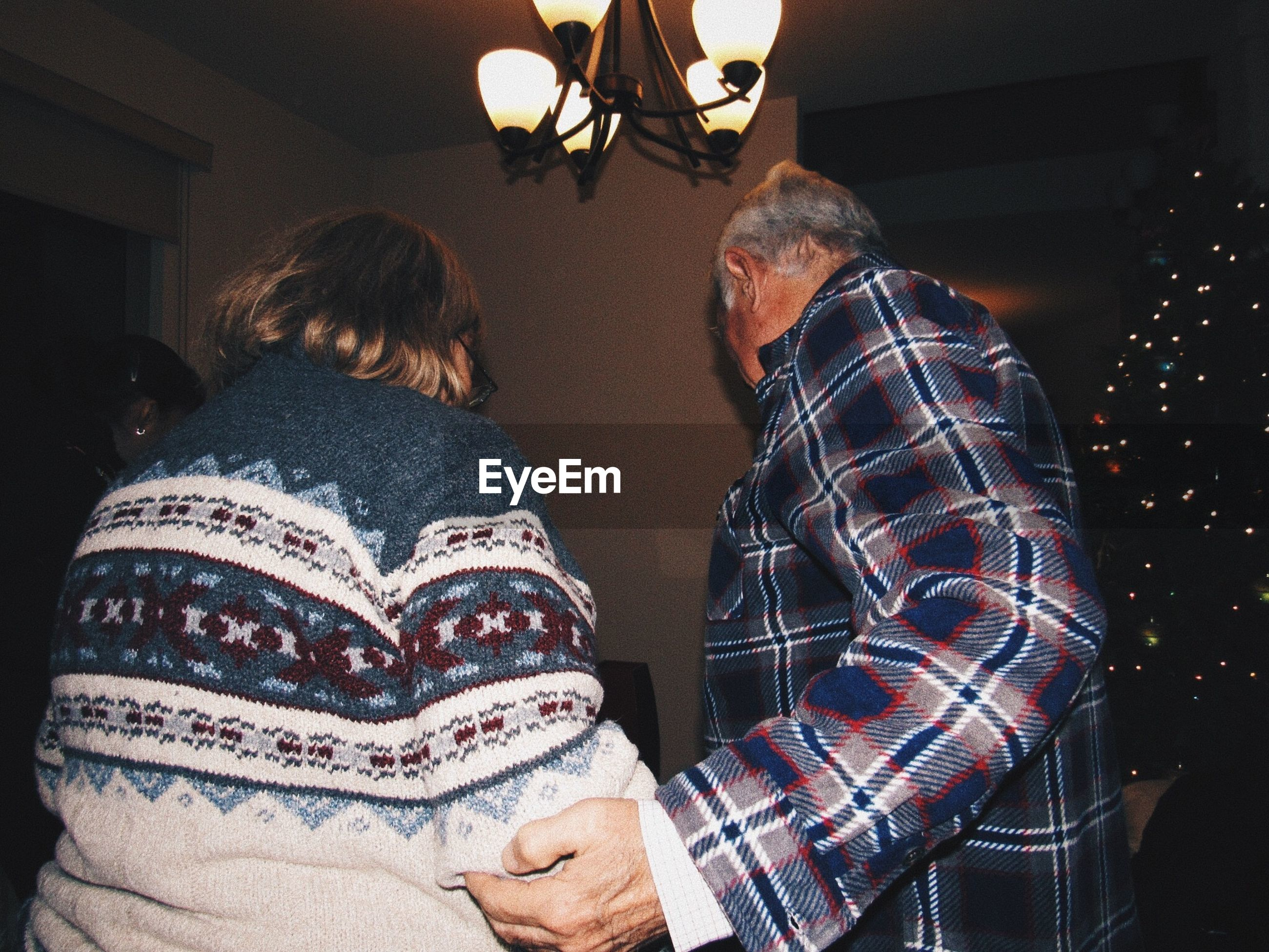 two people, indoors, real people, senior adult, casual clothing, senior men, home interior, togetherness, bonding, men, senior women, lifestyles, leisure activity, illuminated, day