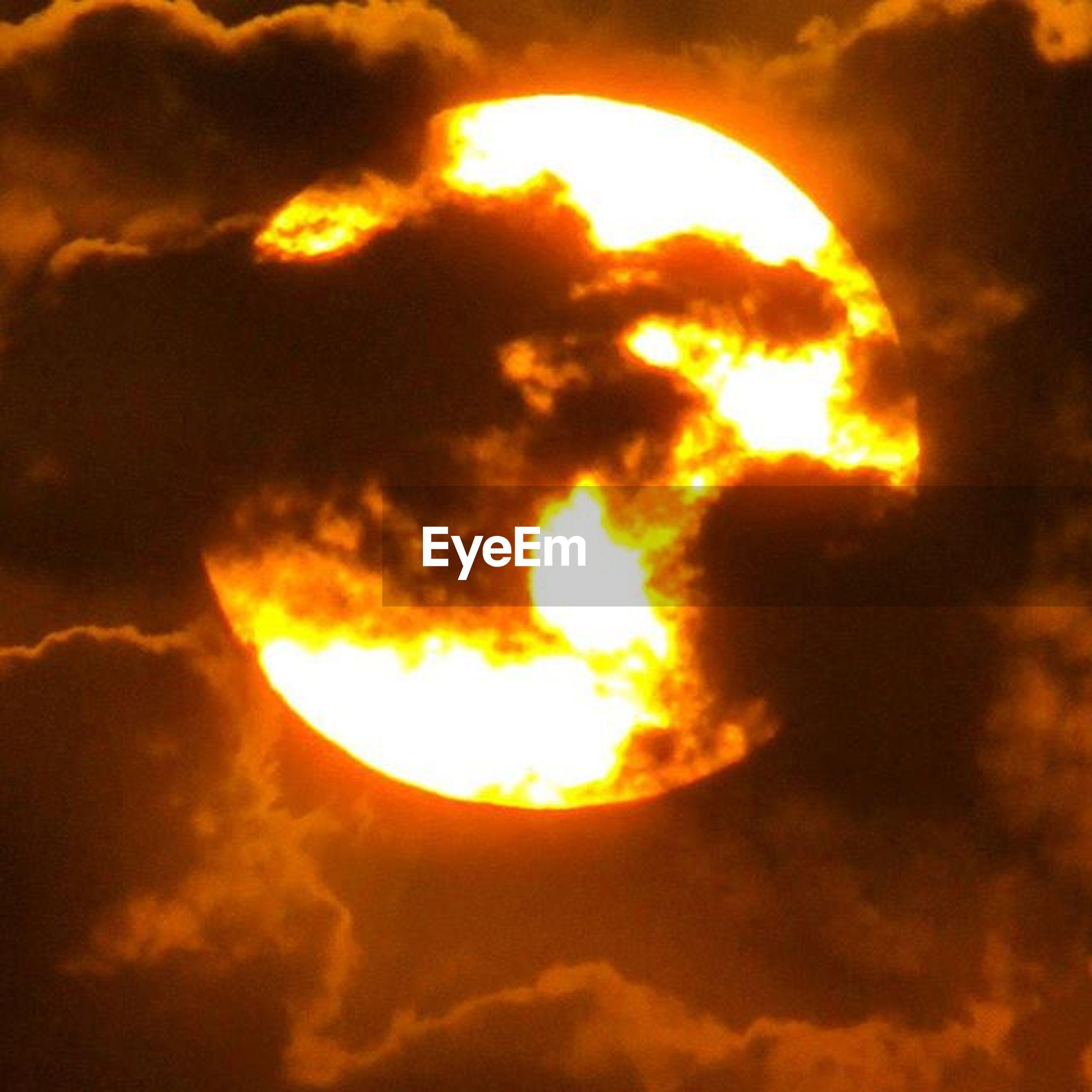 sunset, sky, orange color, sun, cloud - sky, beauty in nature, scenics, low angle view, tranquility, dramatic sky, tranquil scene, nature, idyllic, cloud, cloudy, majestic, cloudscape, sky only, sunlight, sunbeam