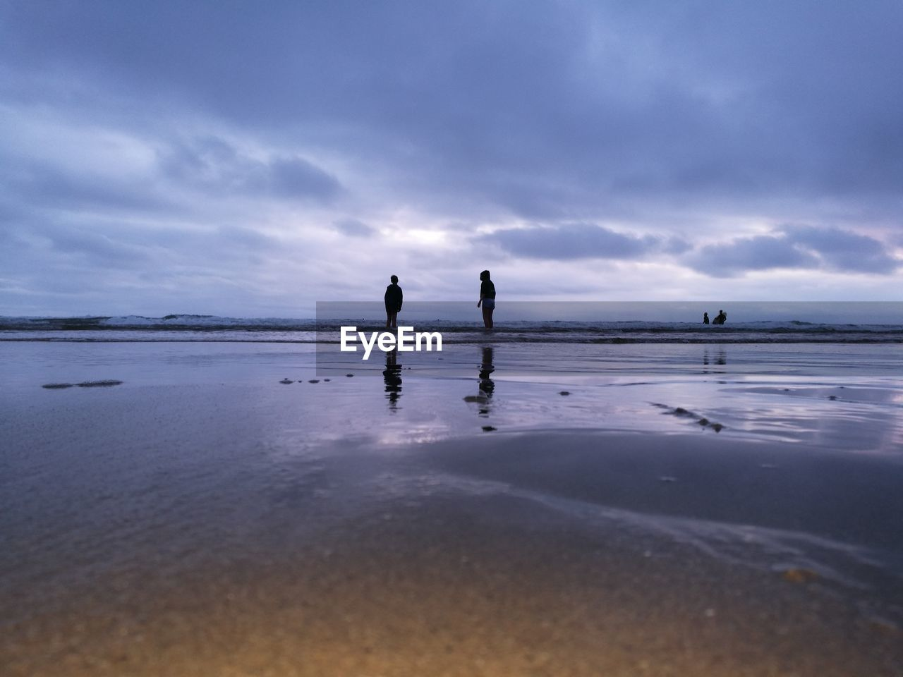 sky, water, cloud - sky, sea, beach, two people, nature, beauty in nature, tranquility, real people, scenics - nature, land, reflection, tranquil scene, leisure activity, men, horizon over water, lifestyles, silhouette, outdoors