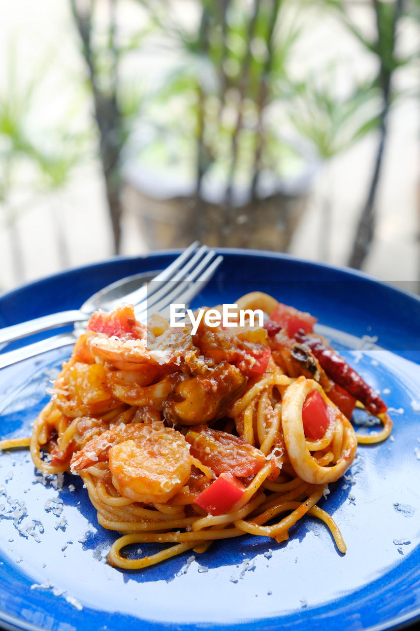 food, food and drink, ready-to-eat, plate, pasta, italian food, freshness, close-up, wellbeing, healthy eating, focus on foreground, indoors, still life, serving size, seafood, table, no people, meal, vegetable, herb, spaghetti, garnish, temptation, crockery, tomato sauce