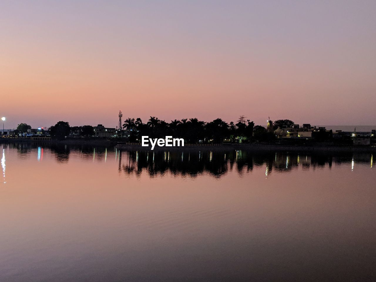 water, sky, reflection, sunset, tranquility, tranquil scene, waterfront, beauty in nature, scenics - nature, lake, orange color, nature, no people, idyllic, copy space, clear sky, outdoors, standing water, silhouette