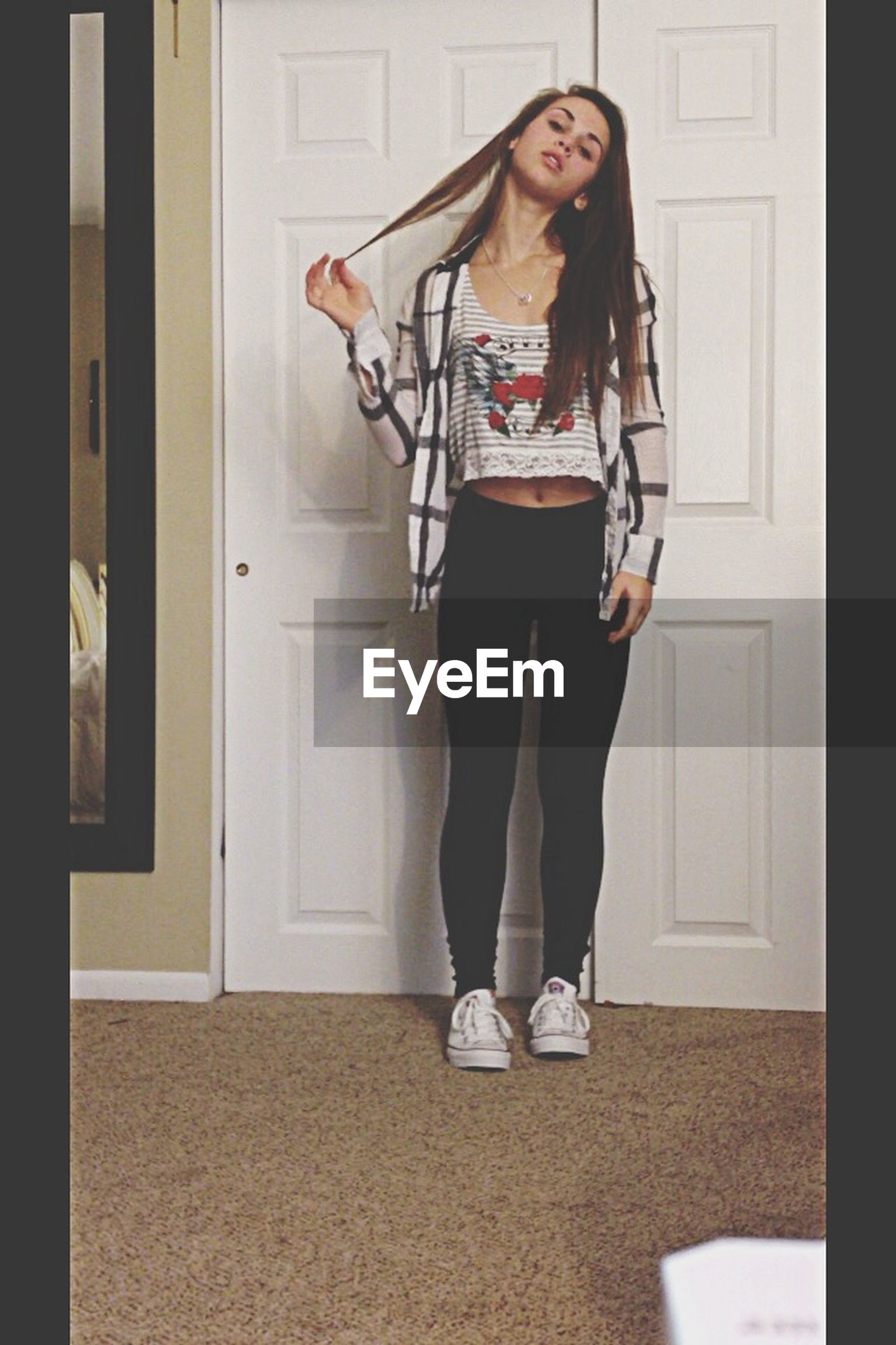 young adult, young women, person, lifestyles, casual clothing, front view, full length, indoors, standing, looking at camera, portrait, leisure activity, fashion, three quarter length, fashionable, architecture, wall - building feature