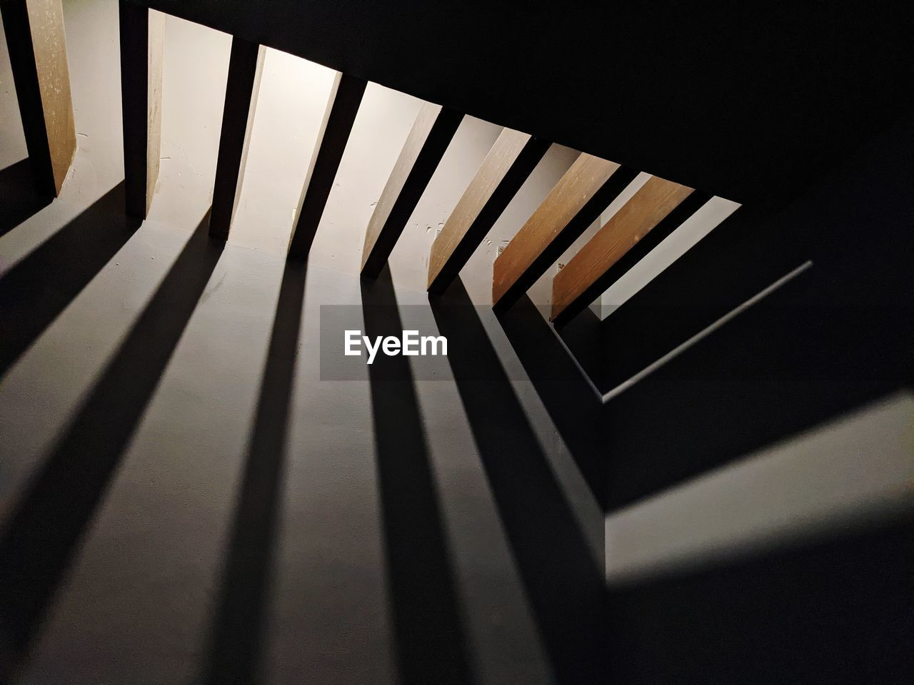 HIGH ANGLE VIEW OF PIANO KEYS ON WOODEN FLOOR
