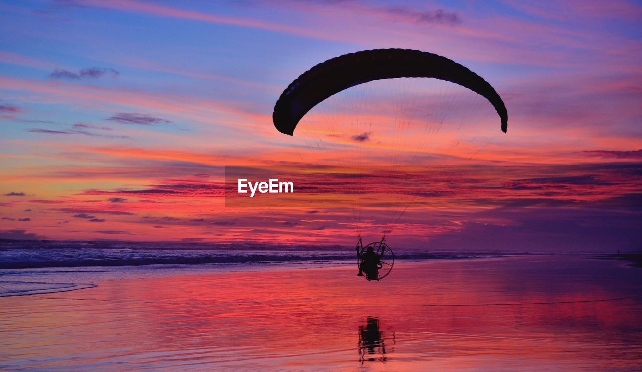 sky, sunset, cloud - sky, sea, water, scenics - nature, beauty in nature, paragliding, orange color, horizon over water, parachute, nature, transportation, extreme sports, horizon, adventure, tranquil scene, waterfront, flying, outdoors