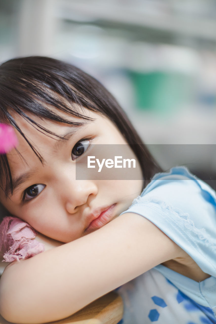portrait, child, looking at camera, childhood, headshot, real people, girls, one person, women, lifestyles, females, focus on foreground, front view, leisure activity, innocence, smiling, cute, close-up, hairstyle, pre-adolescent child, contemplation