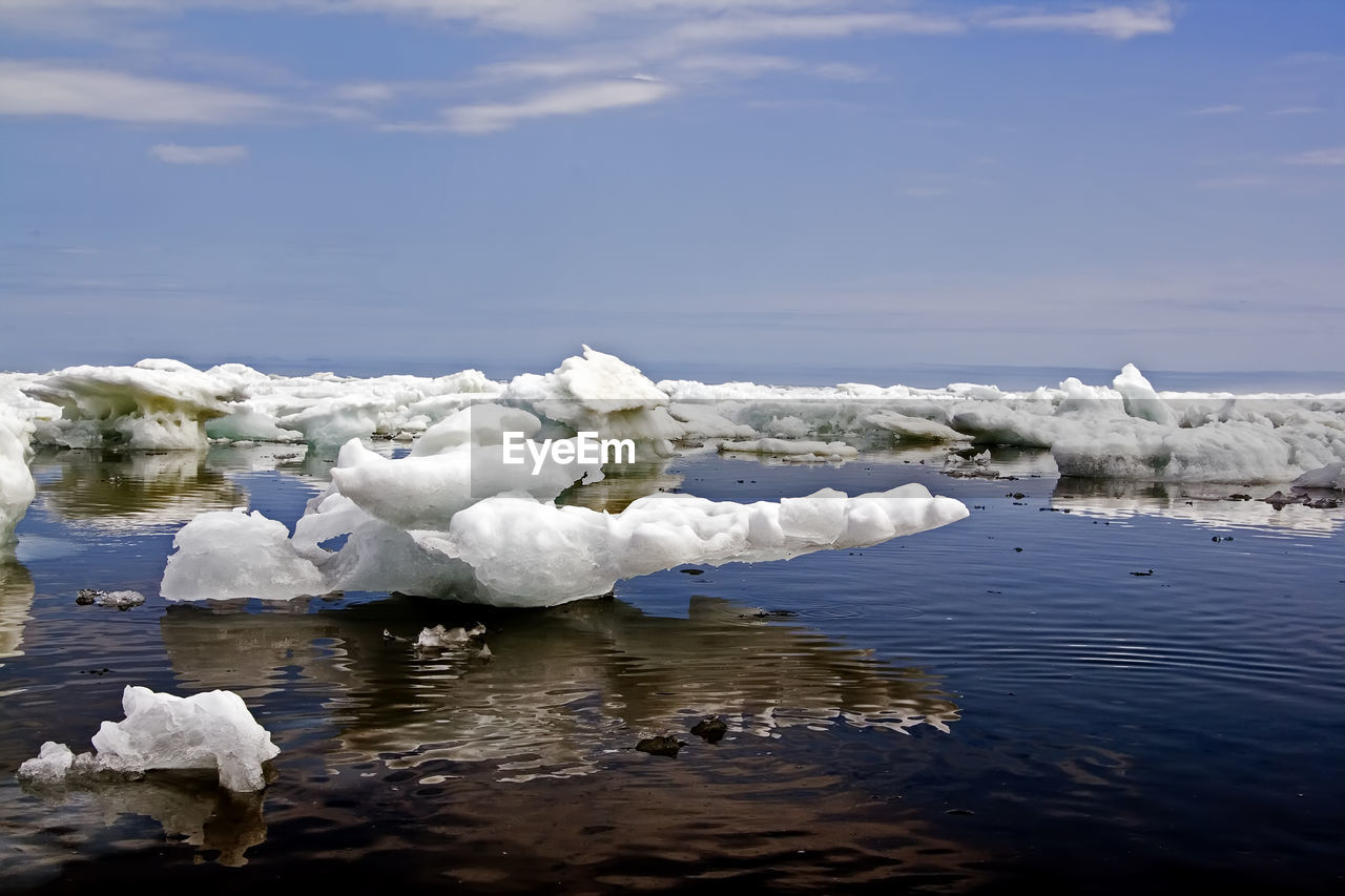 tranquility, beauty in nature, iceberg, tranquil scene, nature, ice, glacier, floating on water, cold temperature, waterfront, scenics, water, day, frozen, winter, no people, melting, outdoors, lake, sky