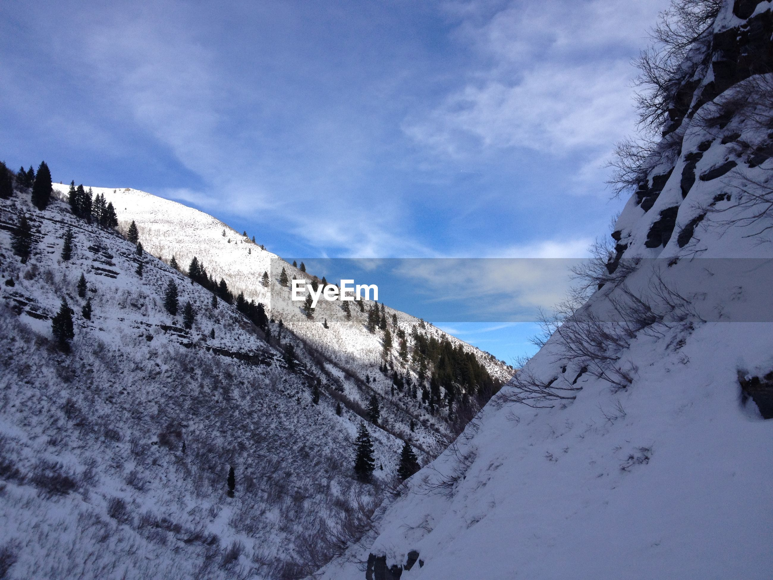 LOW ANGLE VIEW OF SNOW COVERED MOUNTAIN