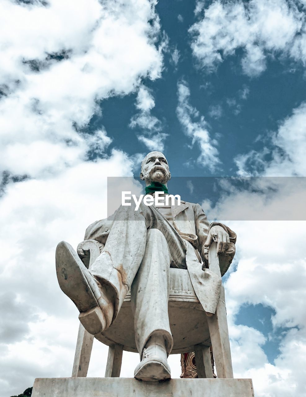LOW ANGLE VIEW OF STATUE OF ANGEL AGAINST SKY