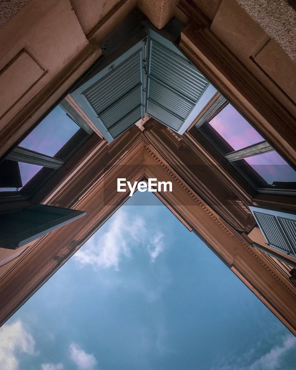 low angle view, architecture, built structure, sky, cloud - sky, no people, building exterior, building, day, nature, directly below, reflection, glass - material, pattern, outdoors, ceiling, window, wood - material, the past