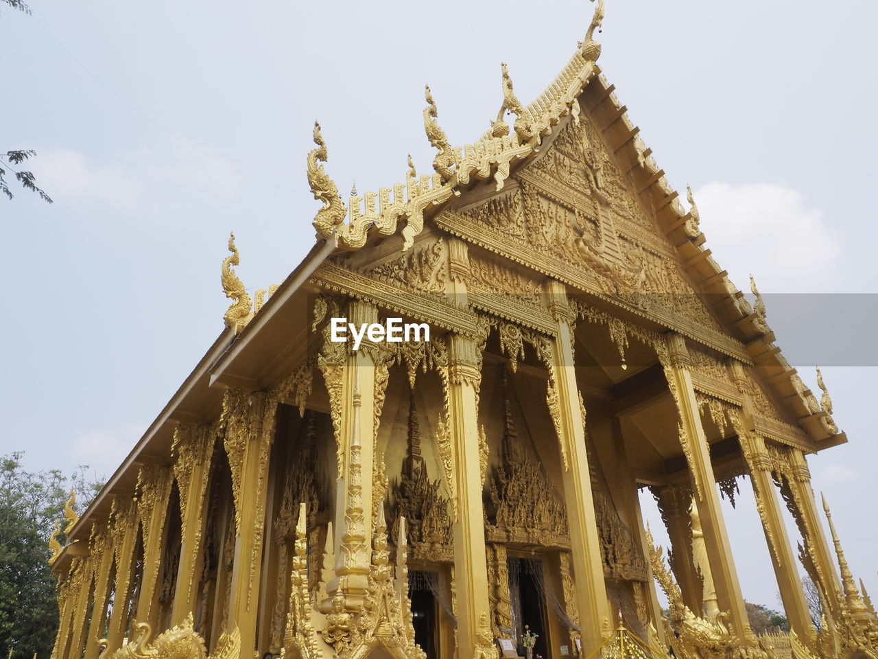 LOW ANGLE VIEW OF TEMPLE BUILDING