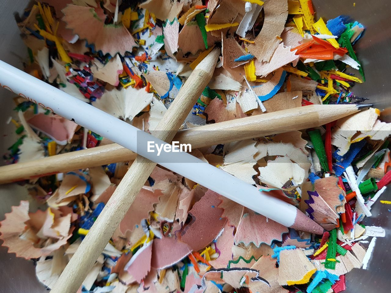 pencil, large group of objects, still life, art and craft, multi colored, colored pencil, indoors, no people, close-up, writing instrument, high angle view, pencil shavings, variation, wood - material, abundance, messy, choice, shavings, creativity, craft, art and craft equipment