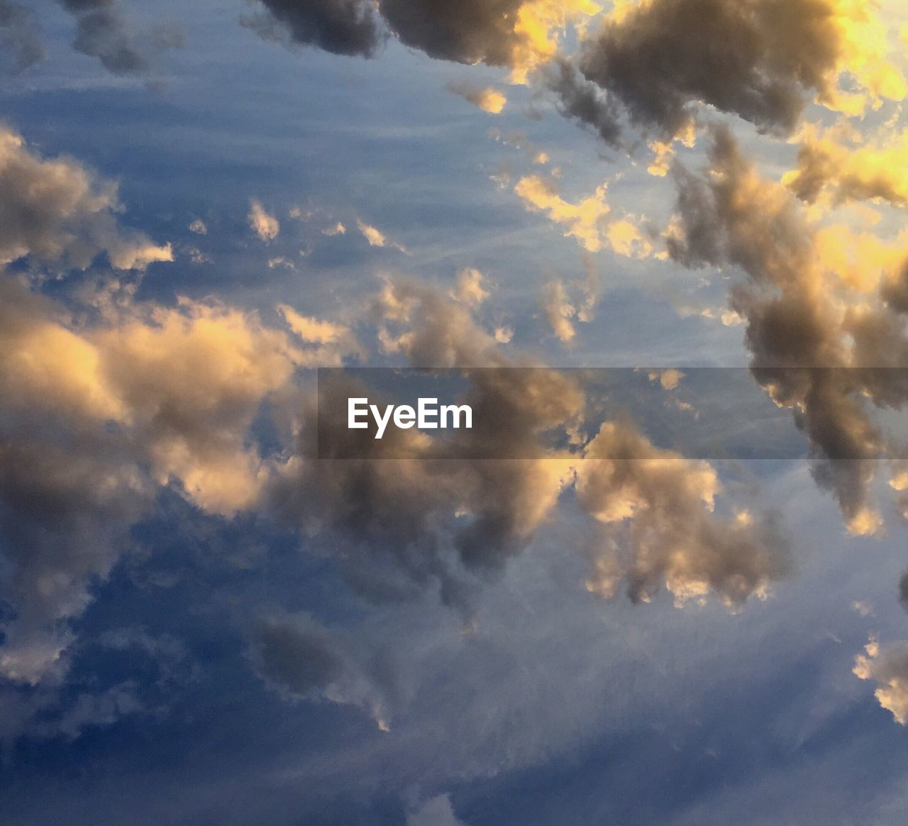 sky, cloud - sky, nature, beauty in nature, scenics, low angle view, cloudscape, sky only, tranquility, tranquil scene, backgrounds, no people, outdoors, full frame, day, blue, sunset