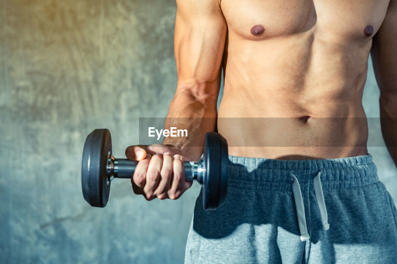 muscular build, strength, sports training, exercising, healthy lifestyle, sport, weight, lifestyles, athlete, wellbeing, one person, vitality, weights, men, human body part, gym, weight training, dumbbell, sports equipment, shirtless, body part, body building, human muscle, abdominal muscle, effort, masculinity, body conscious, bicep