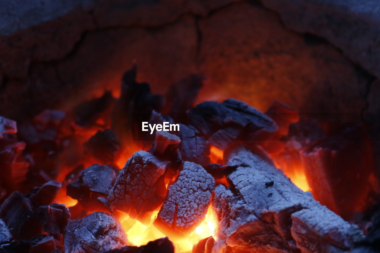 burning, heat - temperature, fire, flame, fire - natural phenomenon, glowing, firewood, close-up, log, wood, nature, coal, no people, orange color, bonfire, wood - material, ash, burnt, full frame, motion, campfire