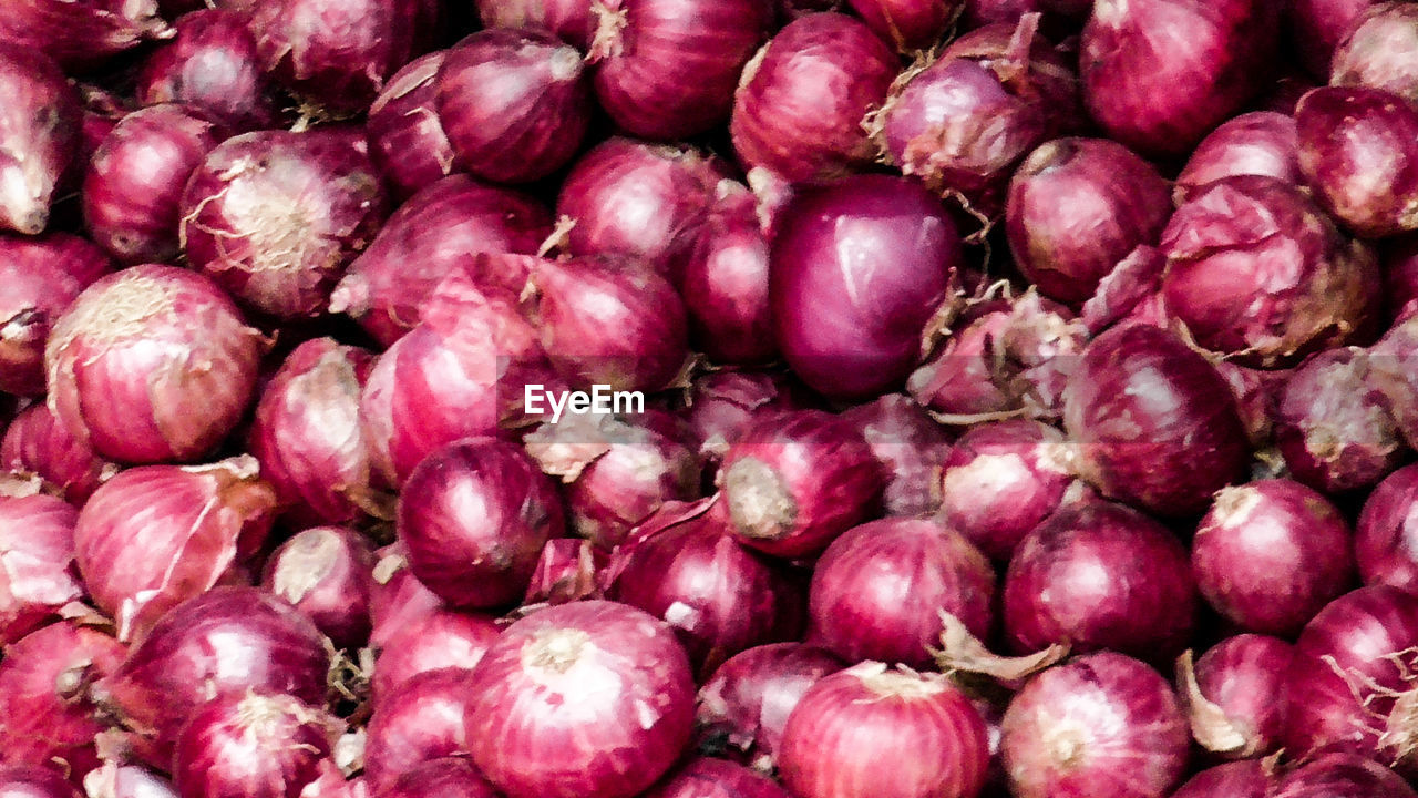 food and drink, food, freshness, healthy eating, wellbeing, backgrounds, large group of objects, full frame, vegetable, no people, purple, market, abundance, close-up, retail, pink color, organic, onion, day, heap, ripe, groceries