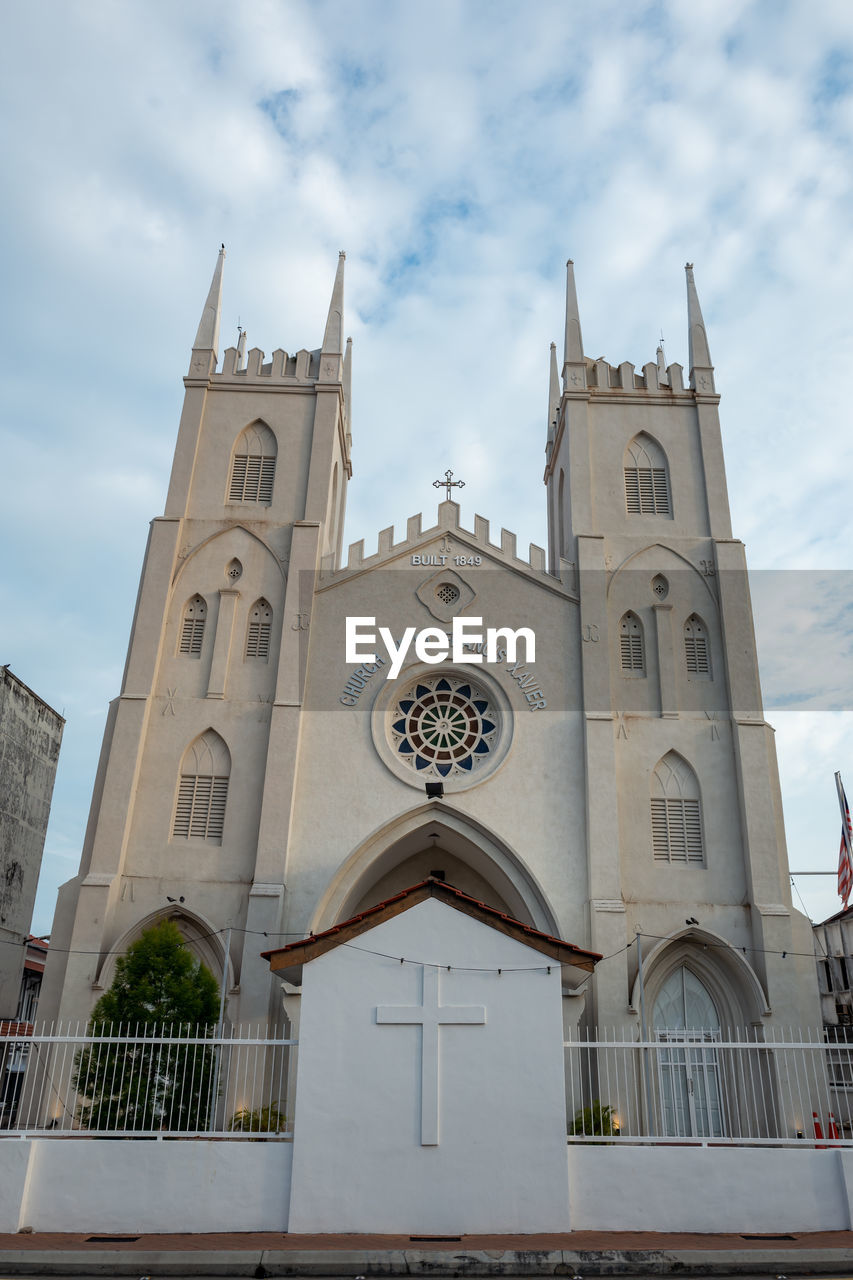 built structure, architecture, religion, building, place of worship, belief, spirituality, building exterior, sky, cloud - sky, low angle view, nature, no people, day, rose window, window, outdoors, clock, spire