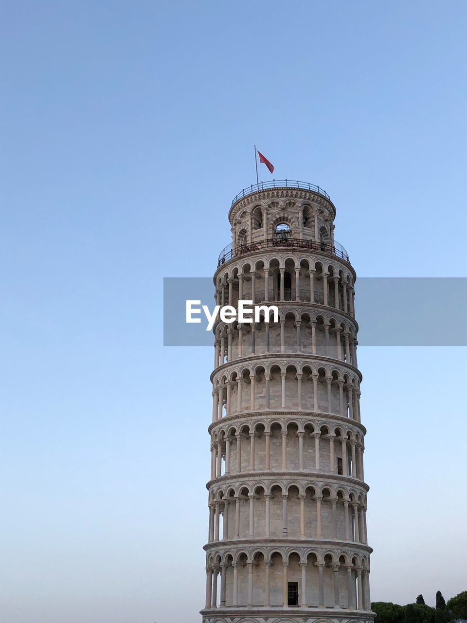 low angle view, sky, building exterior, architecture, built structure, building, flag, clear sky, copy space, no people, nature, tower, day, tourism, city, blue, history, tall - high, the past, travel destinations, outdoors