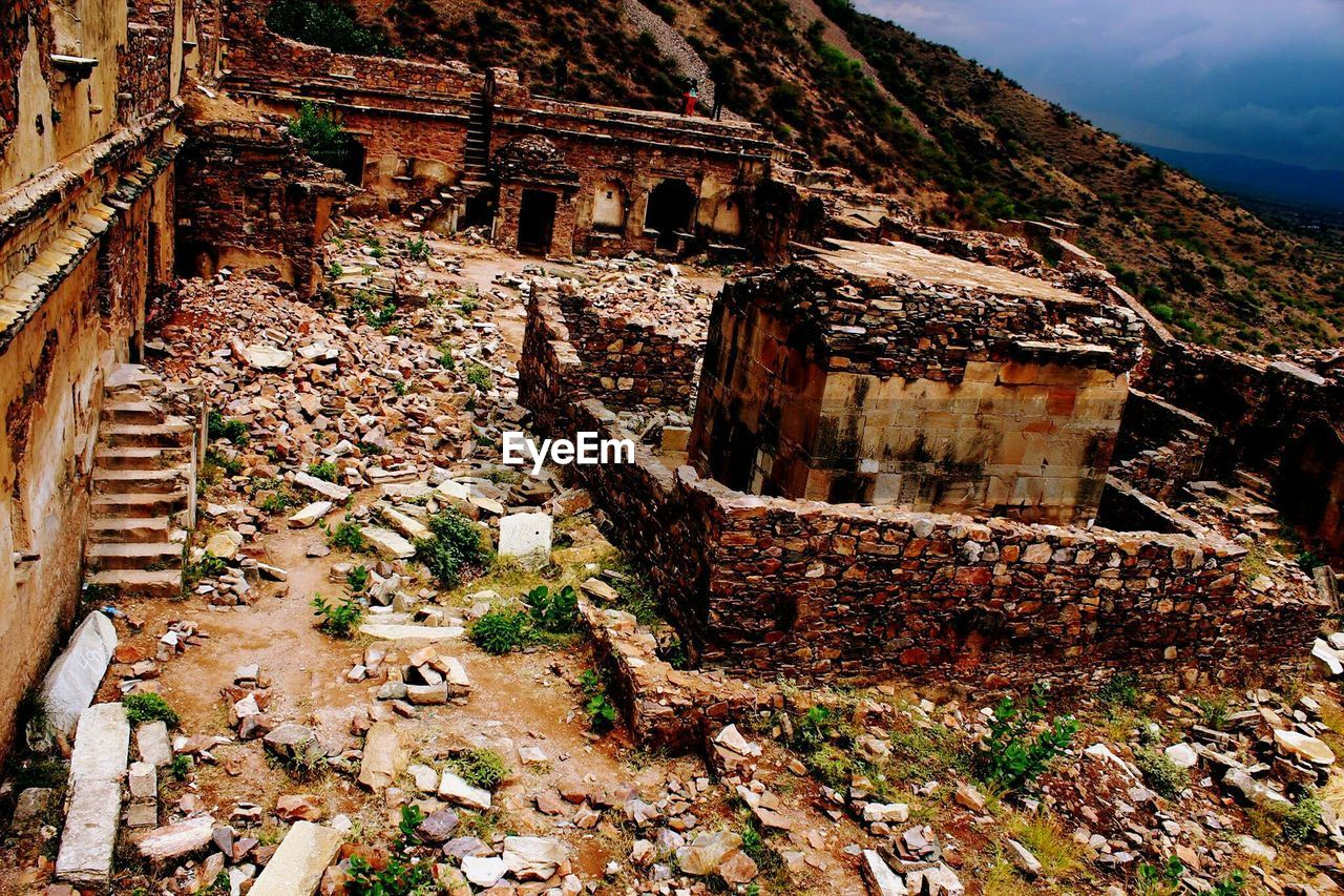 architecture, history, old ruin, built structure, day, ancient, no people, travel destinations, building exterior, mountain, outdoors, ancient civilization, nature, sky