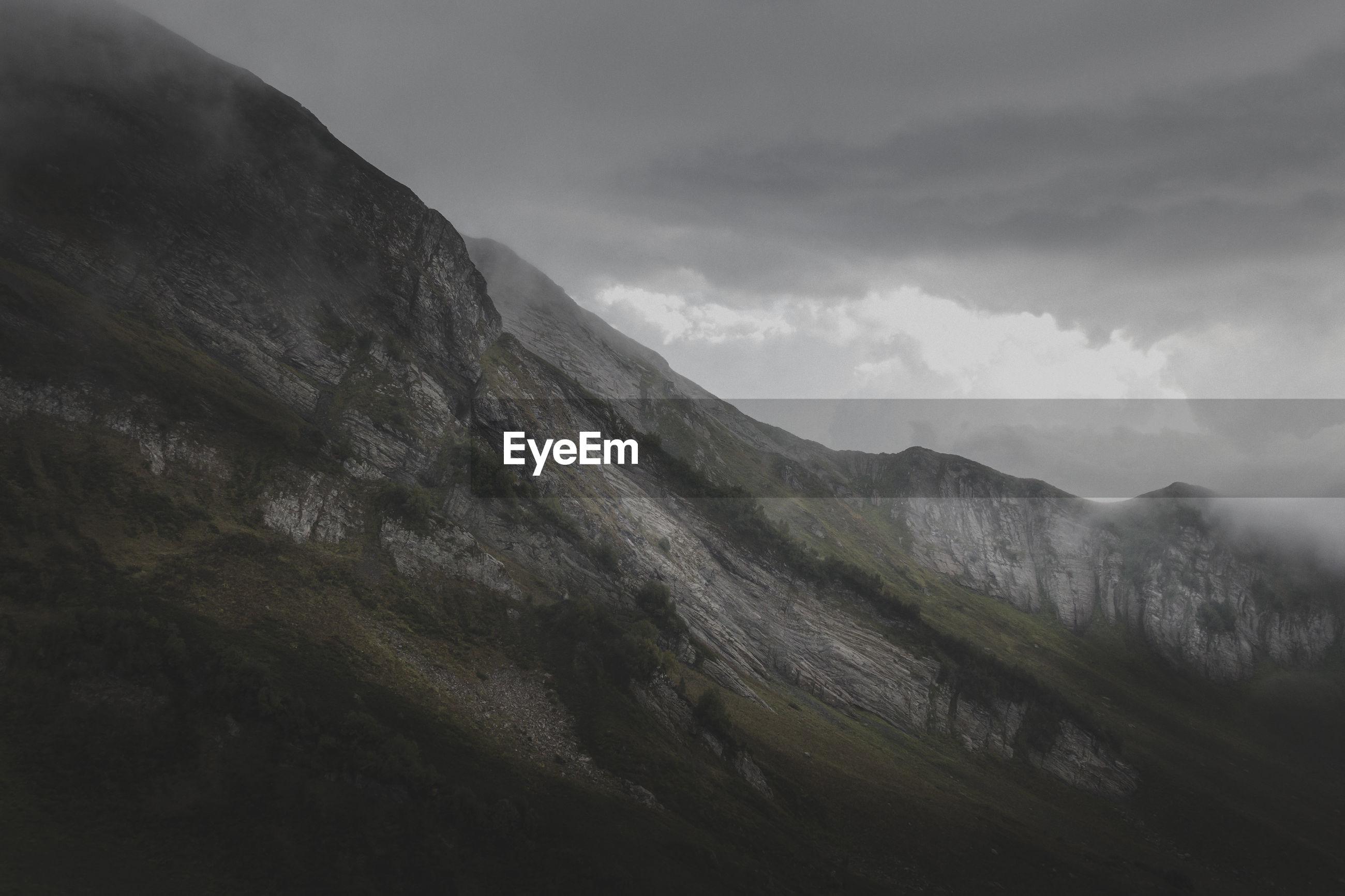 IDYLLIC SHOT OF MOUNTAIN AGAINST SKY
