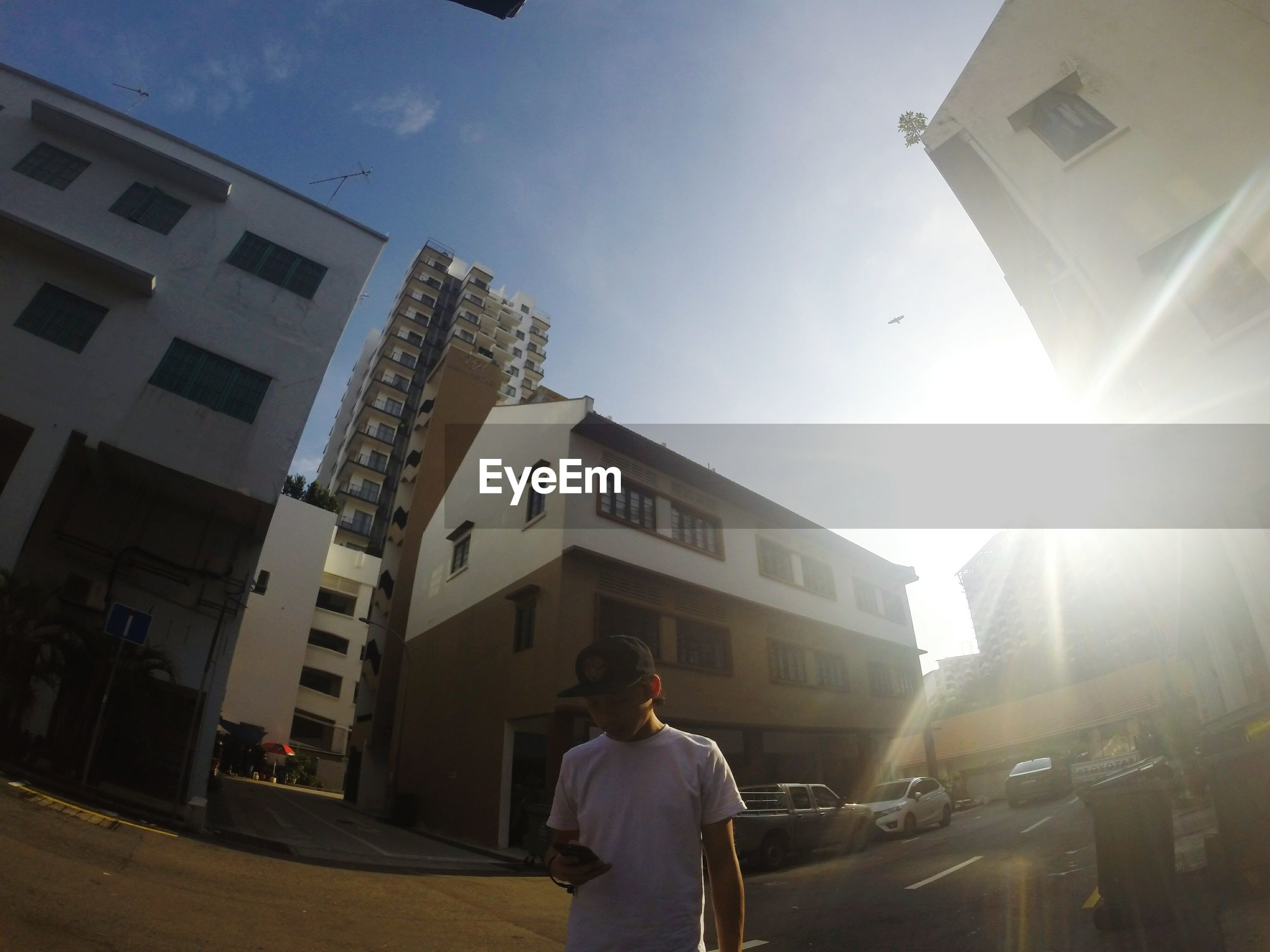 sky, building exterior, sunlight, architecture, adults only, men, one person, real people, outdoors, adult, people, one man only, only men