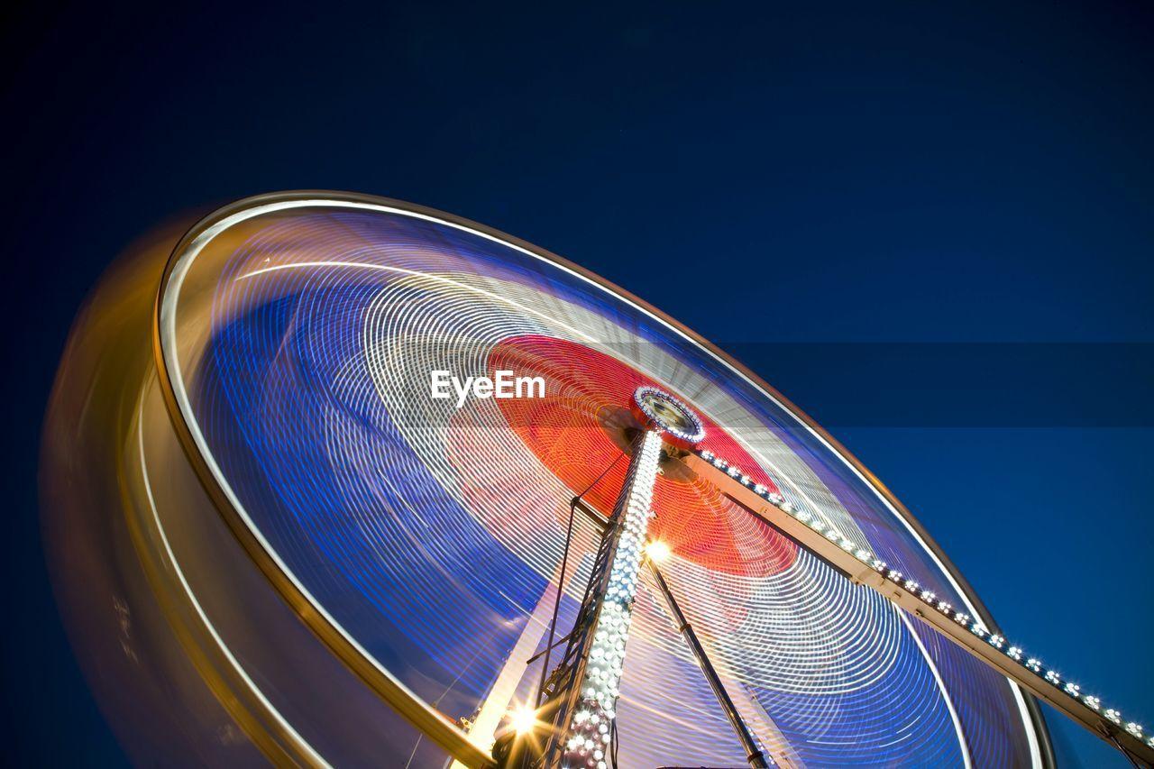 Blurred motion of ferris wheel