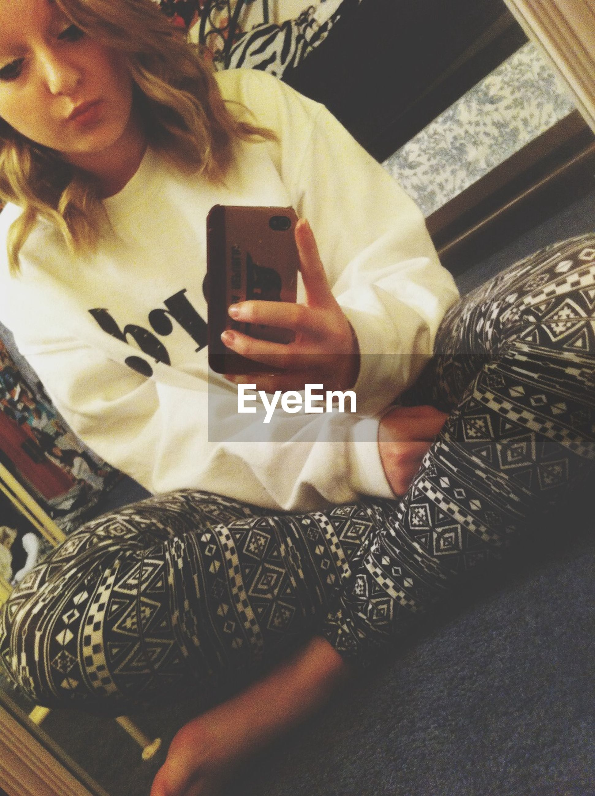 indoors, person, communication, holding, lifestyles, technology, part of, wireless technology, human finger, text, cropped, leisure activity, men, close-up, music, unrecognizable person
