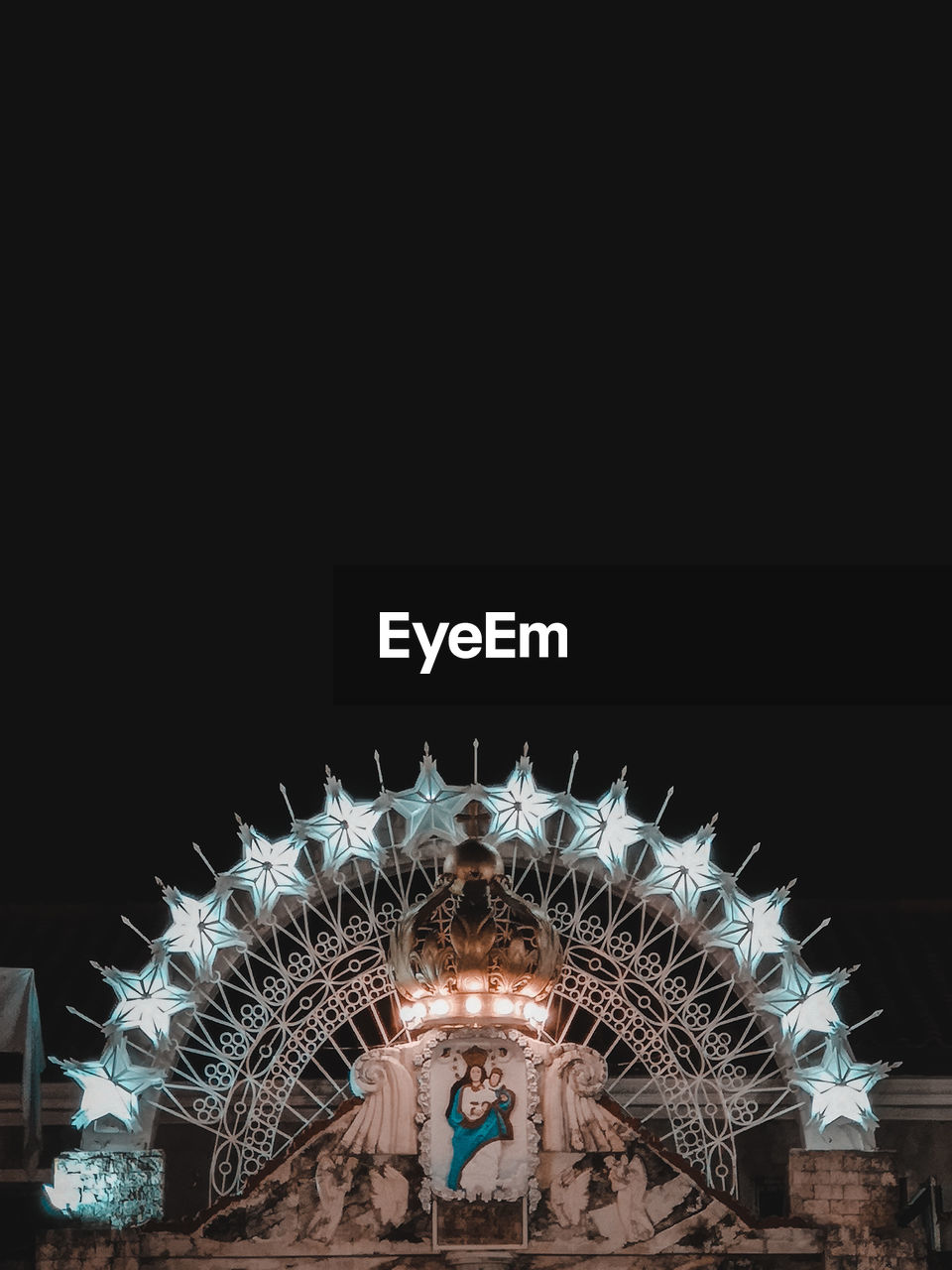 night, illuminated, copy space, amusement park, arts culture and entertainment, amusement park ride, architecture, low angle view, sky, built structure, lighting equipment, glowing, motion, ferris wheel, no people, blurred motion, travel destinations, nature, spinning, clear sky, light