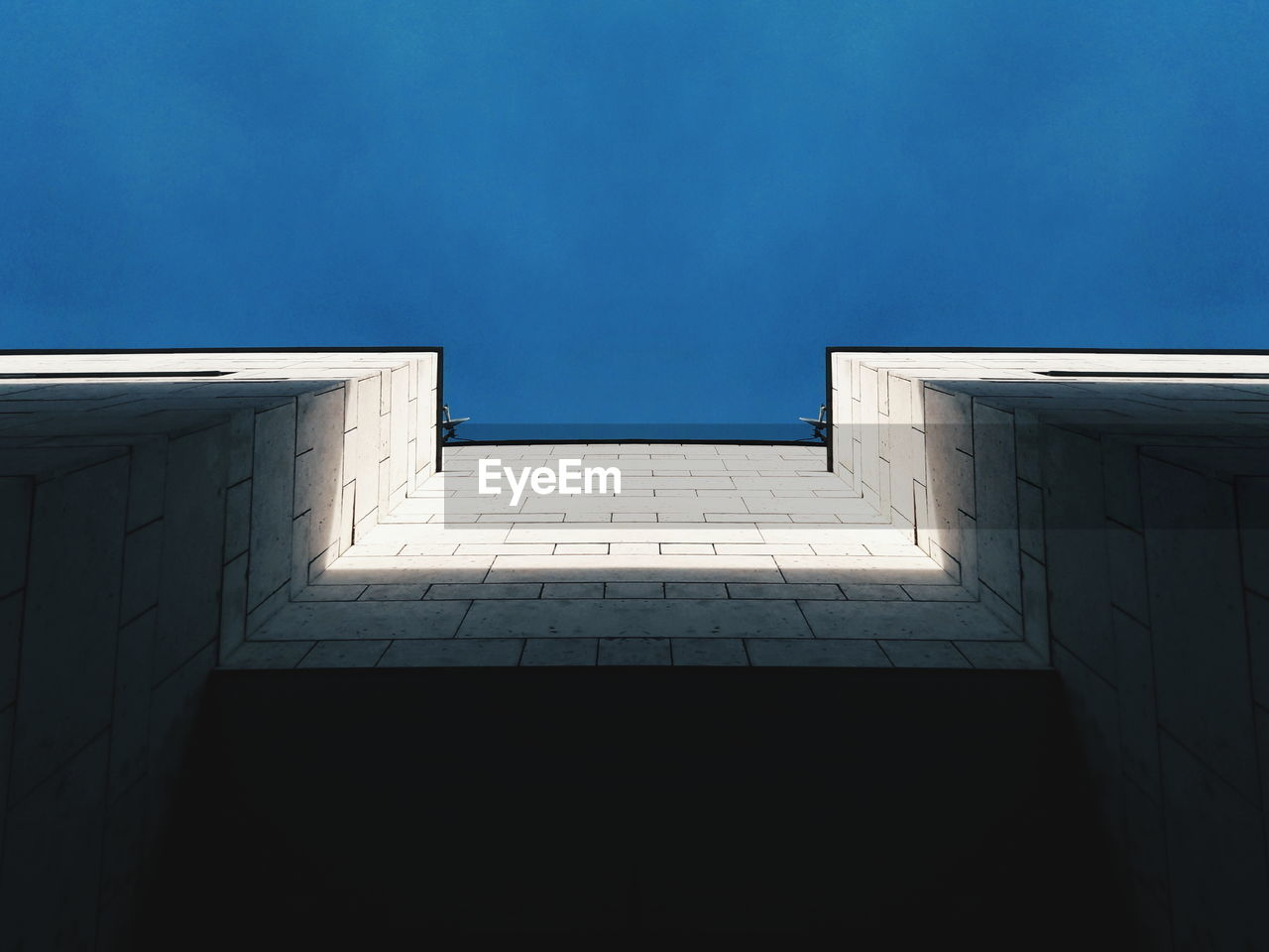 architecture, built structure, building exterior, day, no people, low angle view, outdoors, sky, clear sky, skyscraper