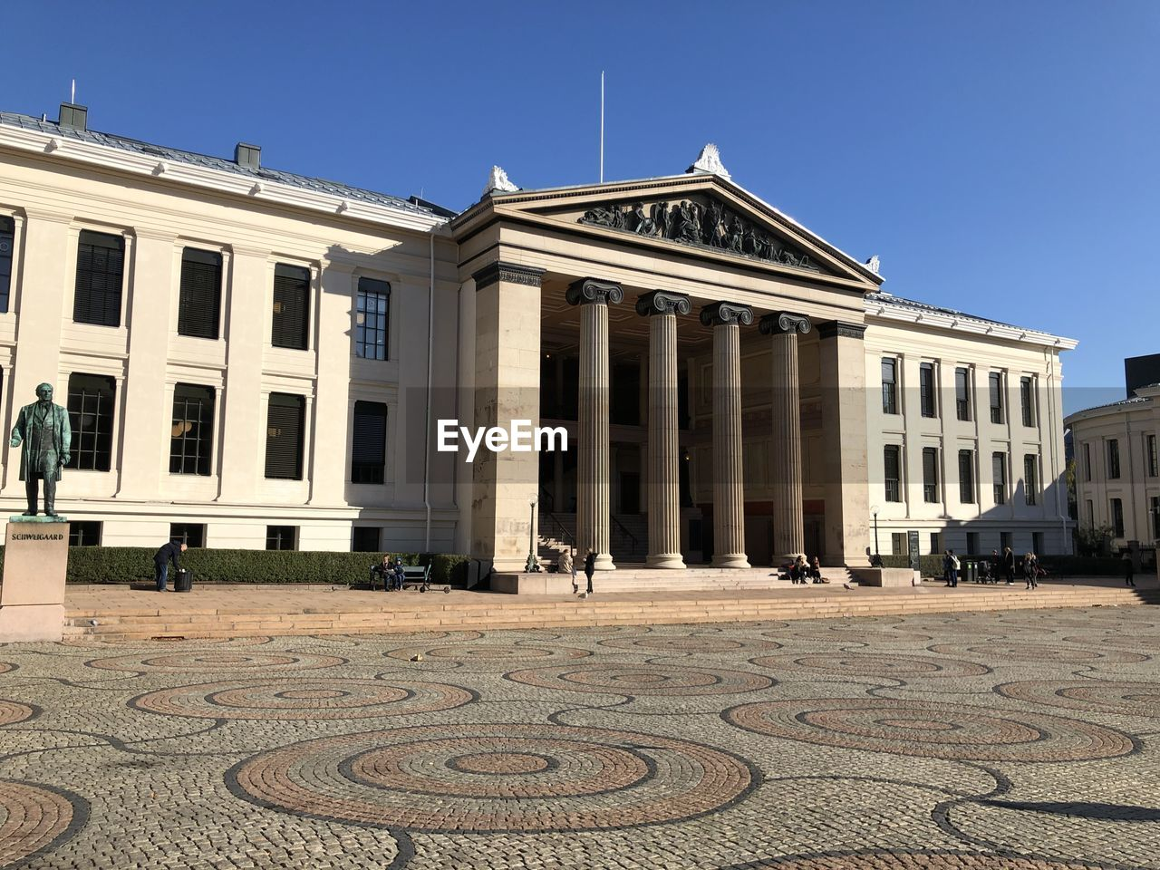 architecture, built structure, building exterior, clear sky, sky, day, sunlight, blue, nature, architectural column, building, travel destinations, outdoors, no people, history, travel, pattern, the past, tourism, city, neo-classical