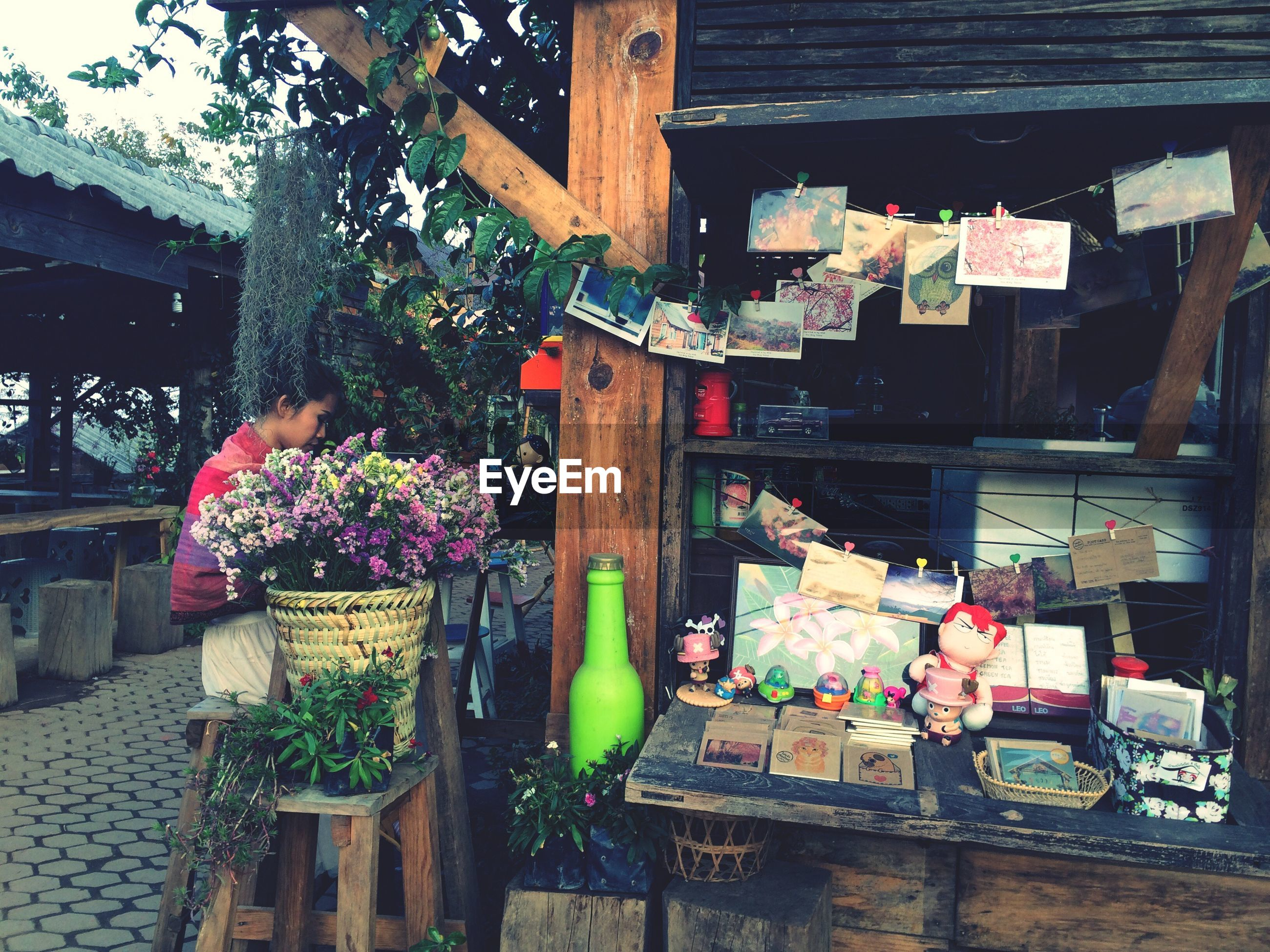 building exterior, architecture, built structure, hanging, potted plant, variation, for sale, retail, flower, market, house, choice, market stall, day, large group of objects, outdoors, abundance, store, freshness, plant