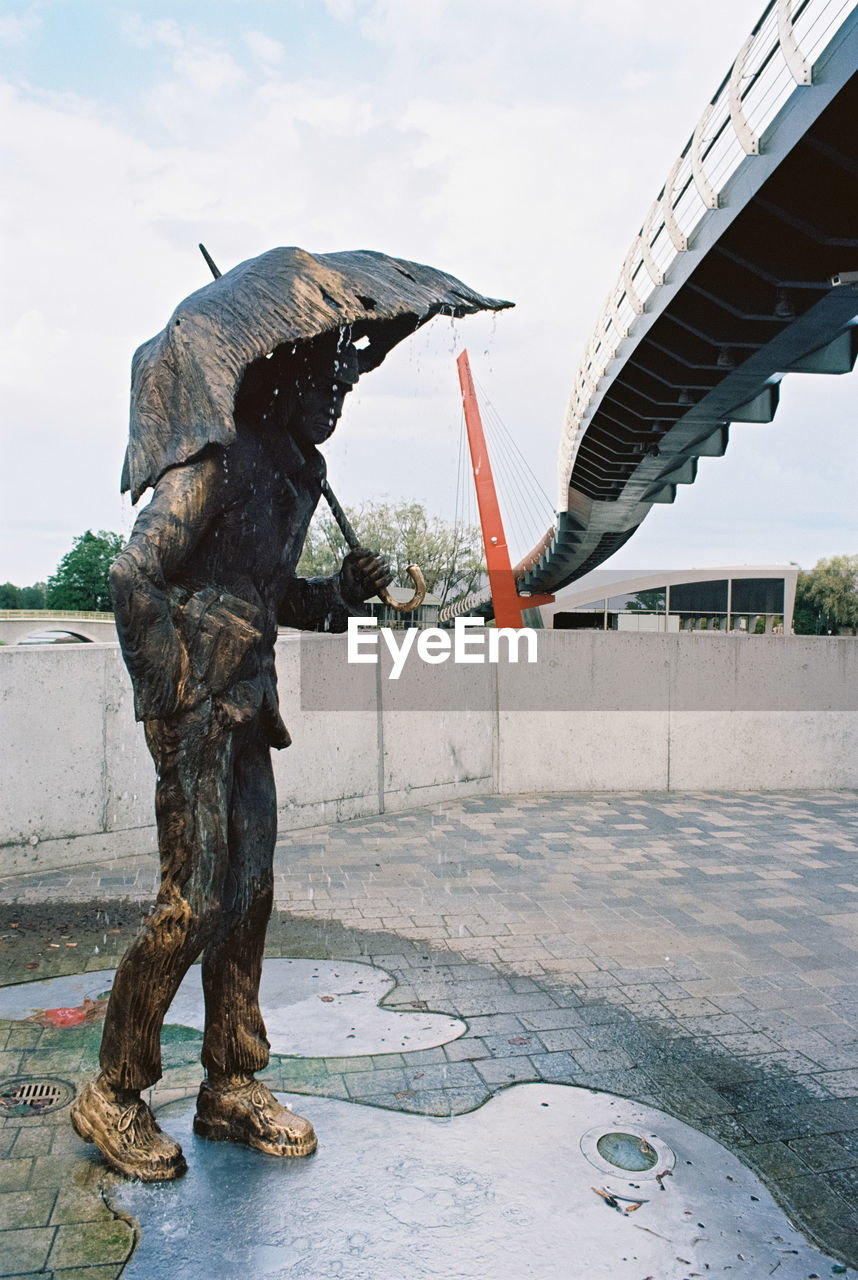 sculpture, art and craft, representation, architecture, statue, creativity, sky, water, day, built structure, city, no people, nature, human representation, travel destinations, craft, bridge - man made structure, outdoors