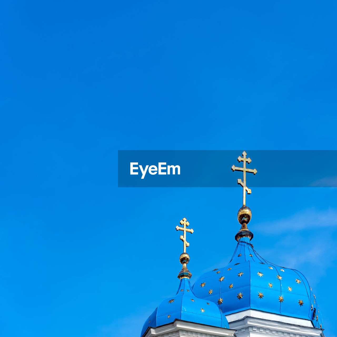 blue, sky, low angle view, copy space, no people, nature, clear sky, belief, place of worship, religion, day, weather vane, built structure, architecture, spirituality, communication, building exterior, high section, building, outdoors, spire