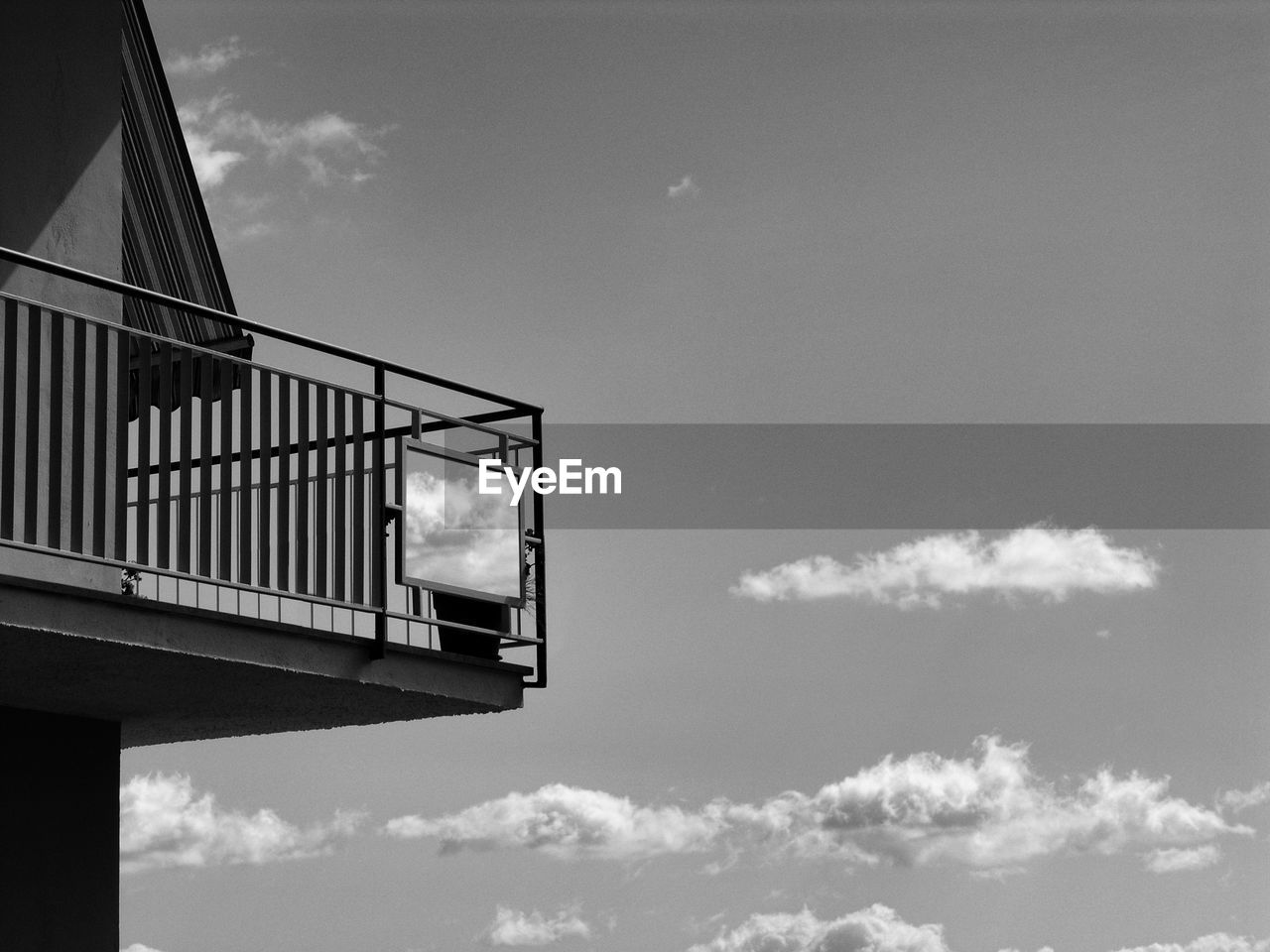 sky, cloud - sky, built structure, low angle view, architecture, nature, no people, day, building exterior, outdoors, bridge, bridge - man made structure, building, connection, transportation, sunlight, high section, city, window