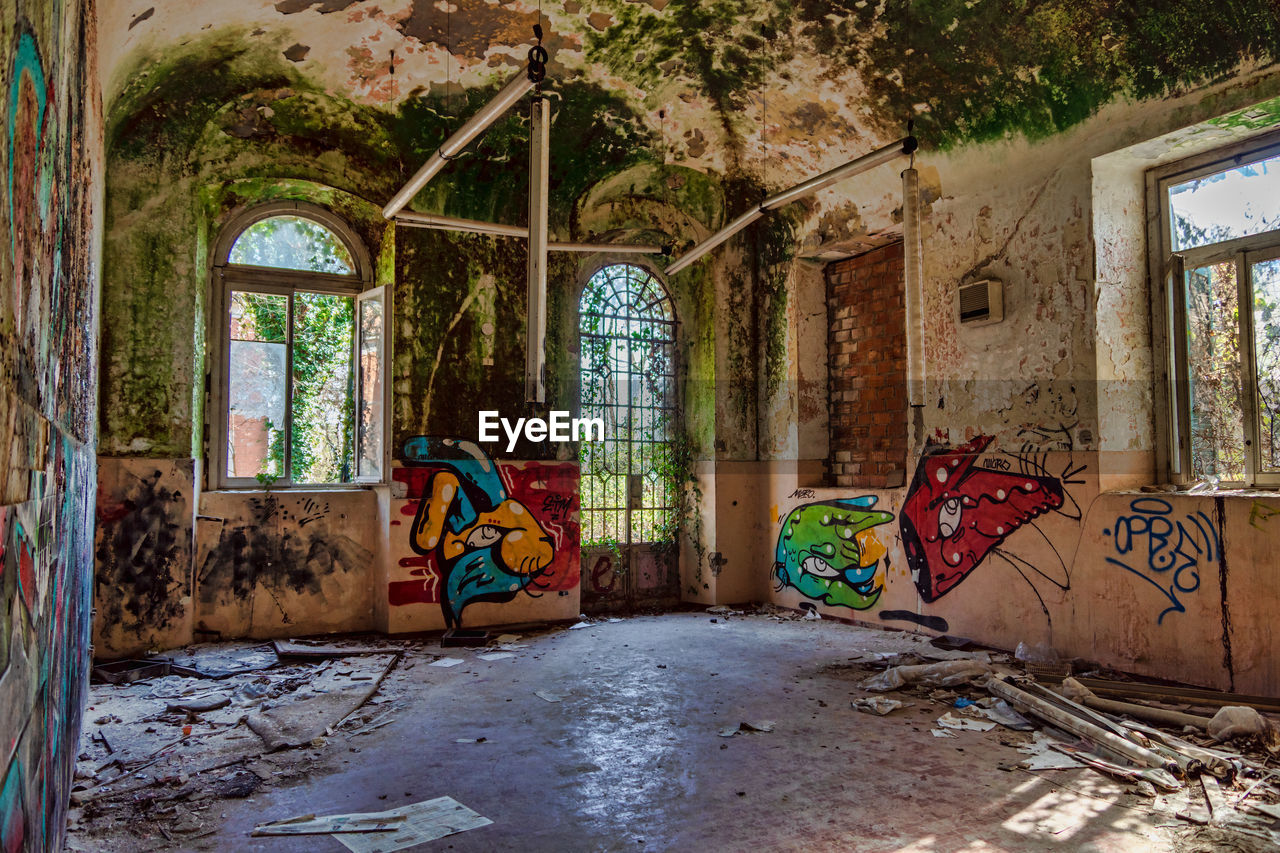 window, architecture, abandoned, damaged, building, built structure, obsolete, run-down, day, no people, decline, graffiti, old, deterioration, indoors, bad condition, weathered, messy, ruined, house, flooring, dirty, architectural column