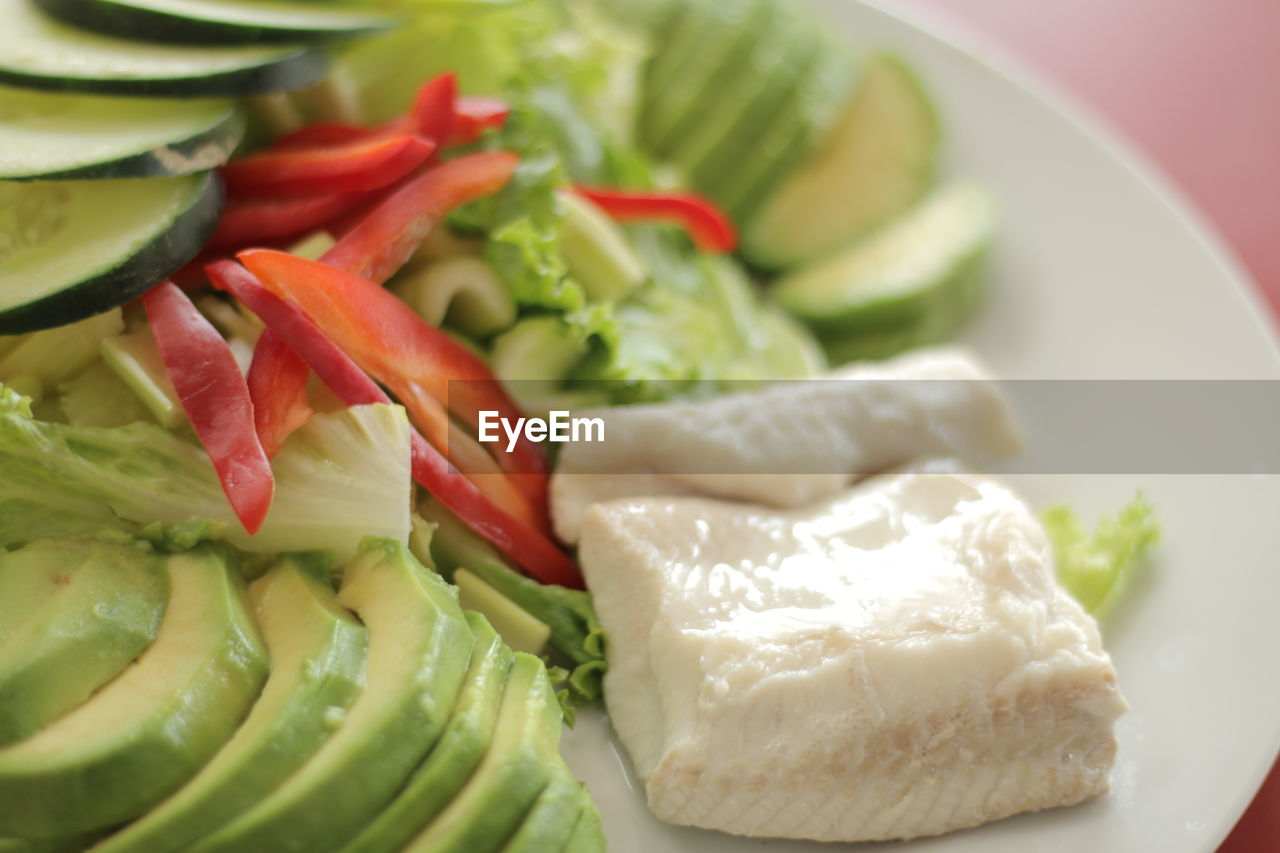 food and drink, food, healthy eating, vegetable, freshness, plate, salad, indoors, no people, ready-to-eat, slice, close-up, day