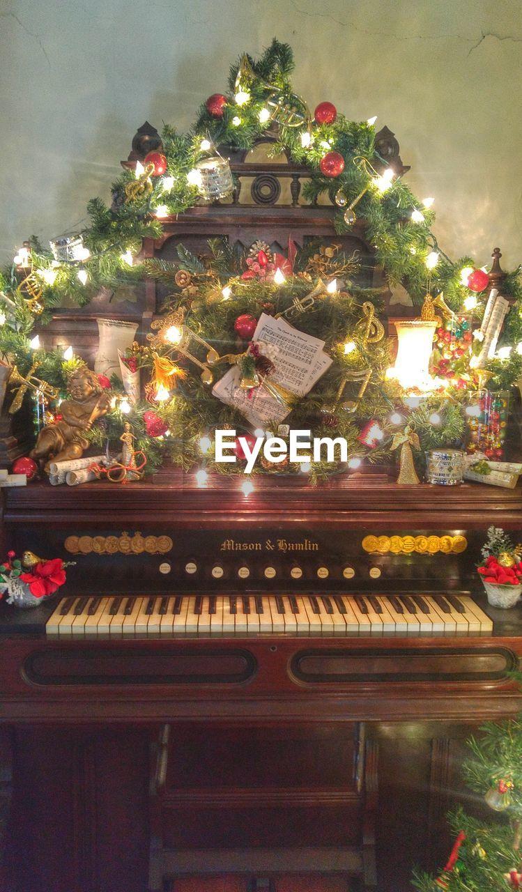christmas, christmas tree, christmas decoration, celebration, no people, indoors, religion, tradition, illuminated, christmas ornament, tree, music, musical instrument, day