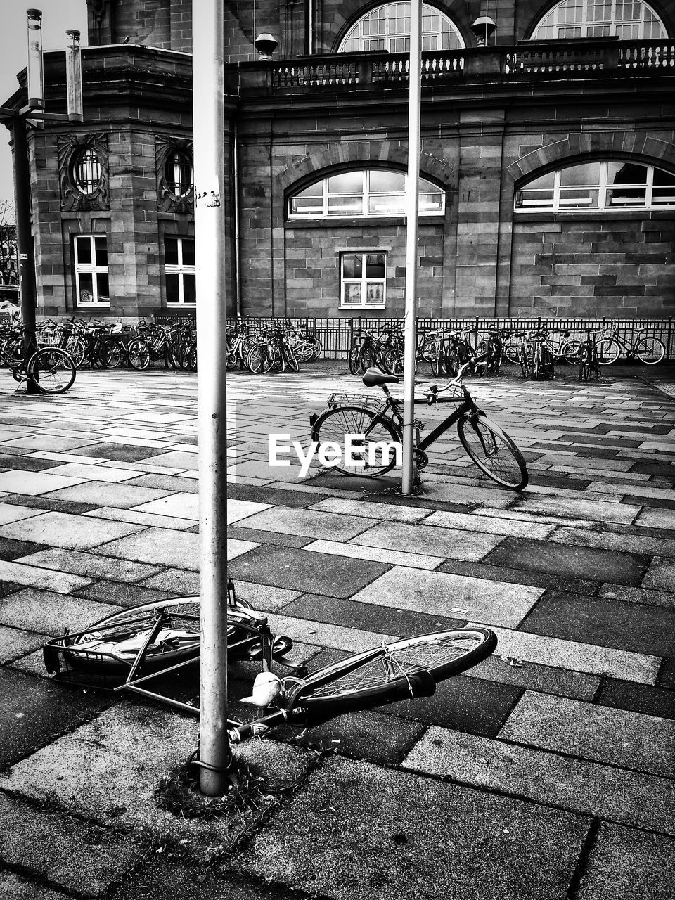 bicycle, transportation, mode of transport, built structure, architecture, land vehicle, bicycle rack, day, outdoors, building exterior, stationary, city, no people