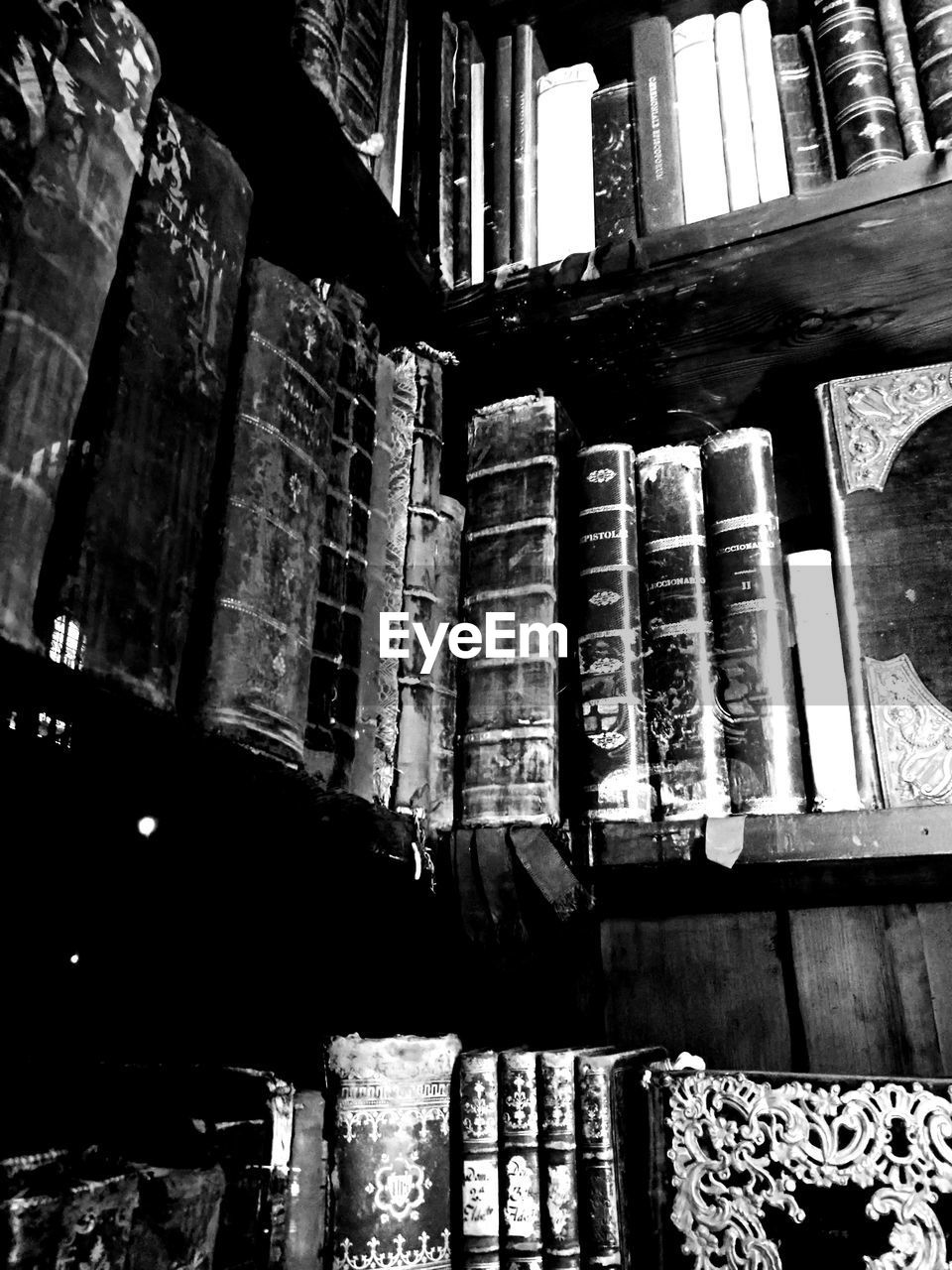 indoors, no people, low angle view, shelf, architecture, built structure, day, close-up, bookshelf