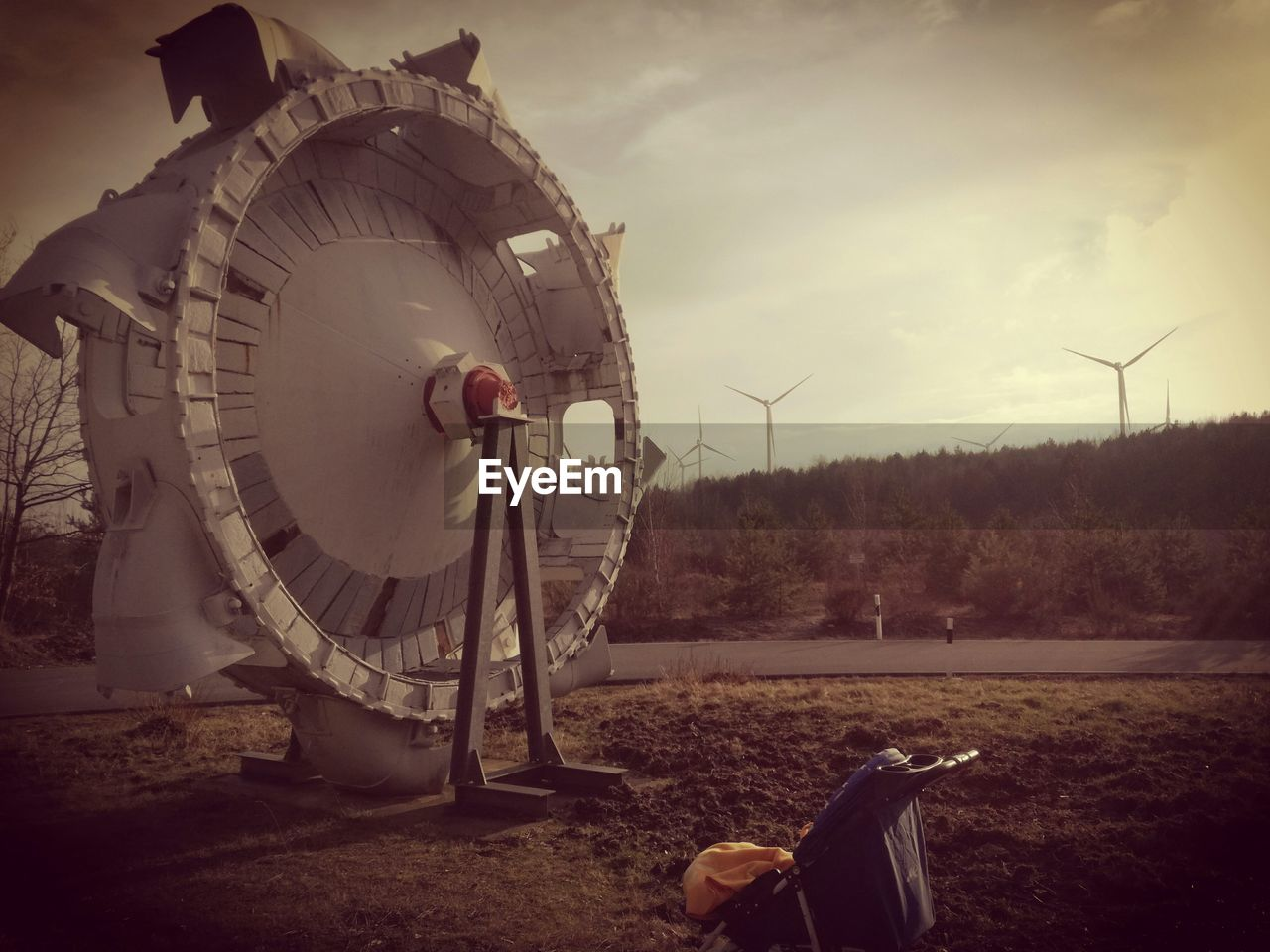 wind turbine, wind power, renewable energy, alternative energy, fuel and power generation, outdoors, field, day, technology, sky, no people, windmill, nature, industrial windmill