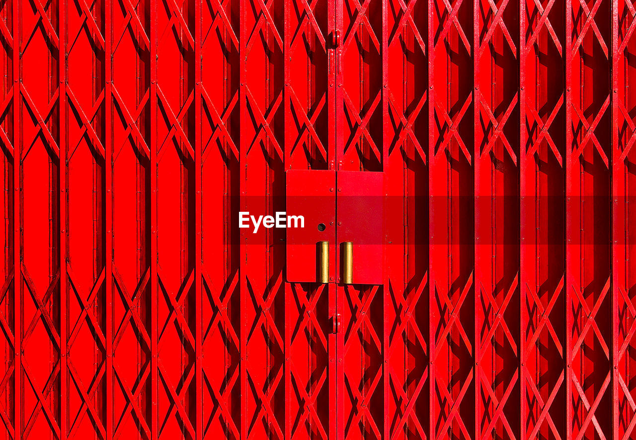 red, full frame, no people, safety, backgrounds, security, day, repetition, metal, architecture, pattern, protection, fence, barrier, closed, gate, boundary, in a row, outdoors, sign