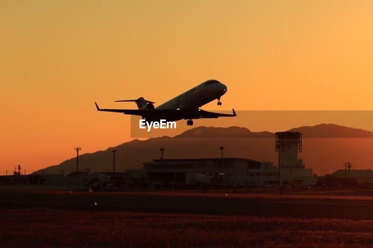 flying, airplane, sunset, air vehicle, transportation, travel, mode of transport, airport, journey, commercial airplane, silhouette, business travel, dusk, airport runway, mid-air, vacations, sky, aerospace industry, no people, outdoors, day
